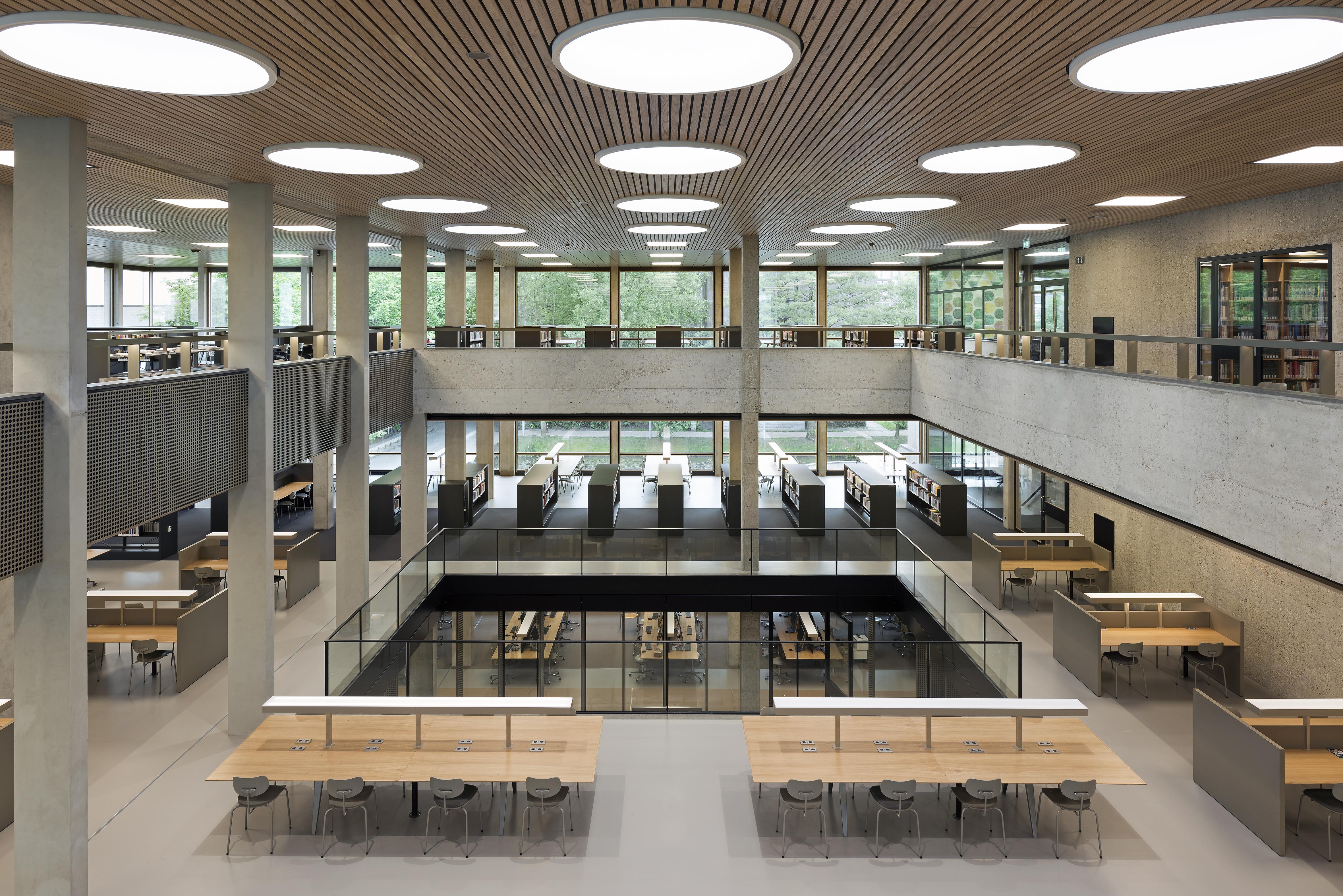 <p>Erasmusuniversiteit Rotterdam door dvdp. Foto: Roos Aldershoff</p>