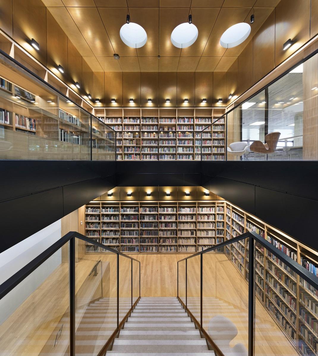 <p>Renovatie Bibliotheek Universiteit Rotterdam, dvdp. Fotograaf Roos Aldershoff</p>