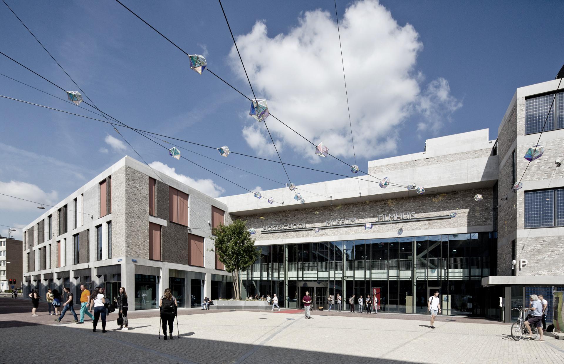 <p>Gemeenschappelijke entree van het Ligne gebouw, foto: Hugo de Jong</p>