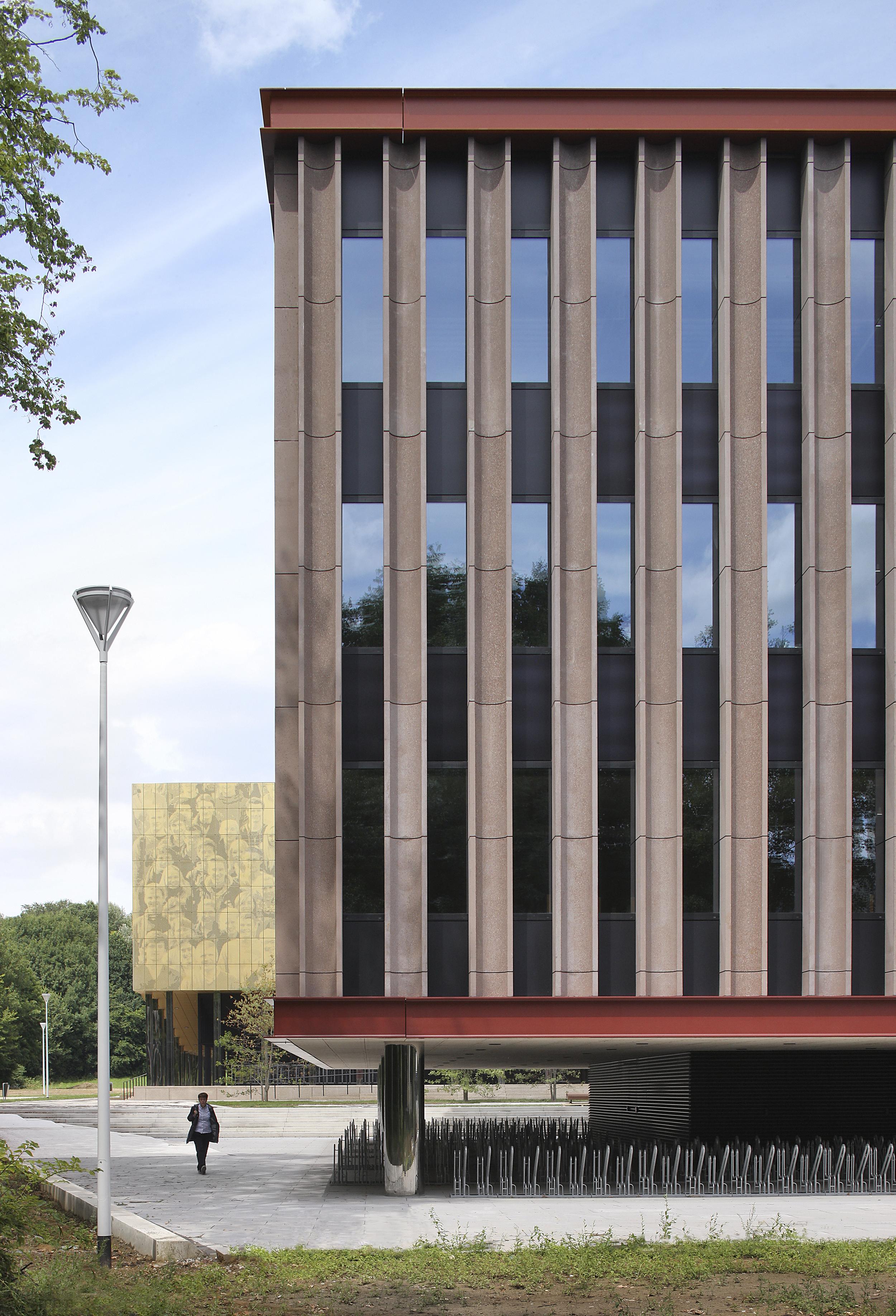 <p>foto gebouw M Universiteit Antwerpen© Filip Dujardin</p>