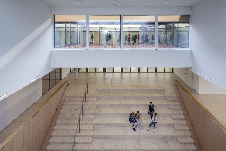 <p>Patio centrale hal Agentencollege &#8211; foto: Scagliola Brakkee</p>