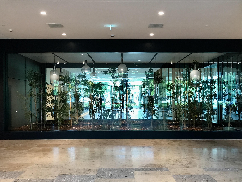 <p>ITO – Bamboetuin met spiegelwand waardoor buiten als binnen wordt ervaren en visa vest – Graziosi Progetti</p>