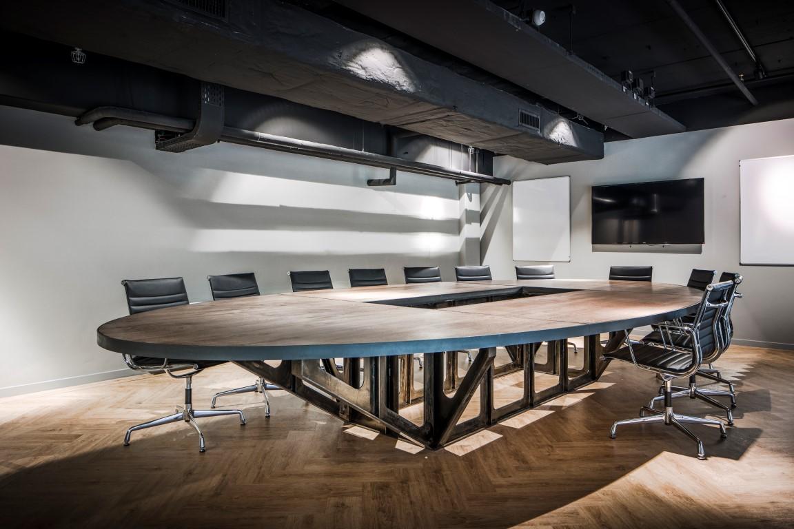 <p>boardroom op entresol</p>