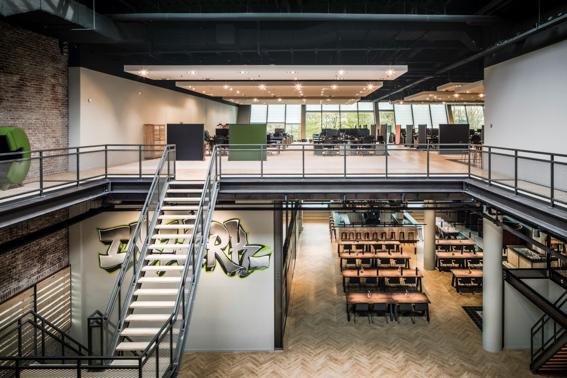 <p>overzicht werkzaal en brasserie</p>