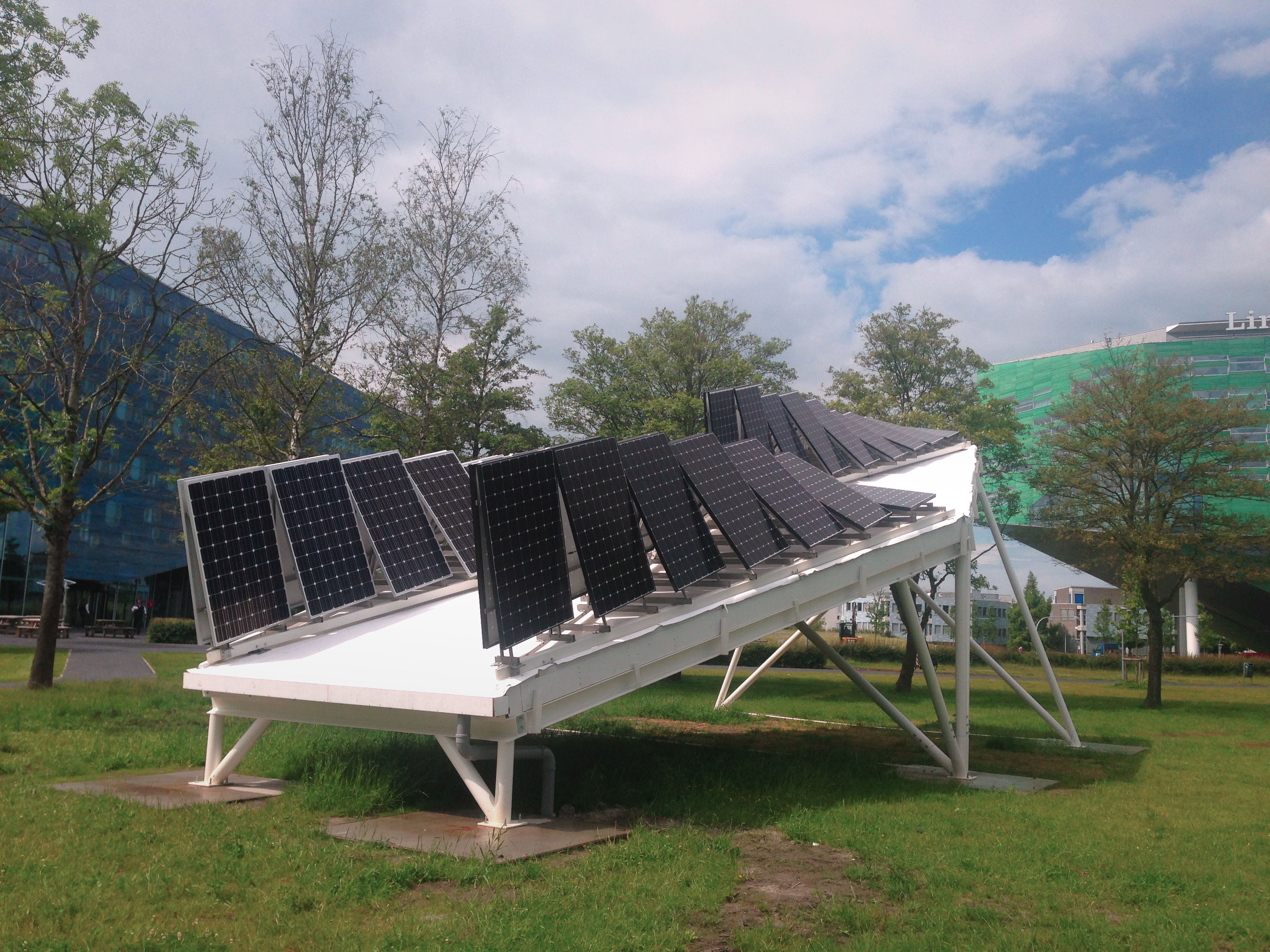 <p>Testopstelling zonnepanelen – fotografie: Broekbakema</p>