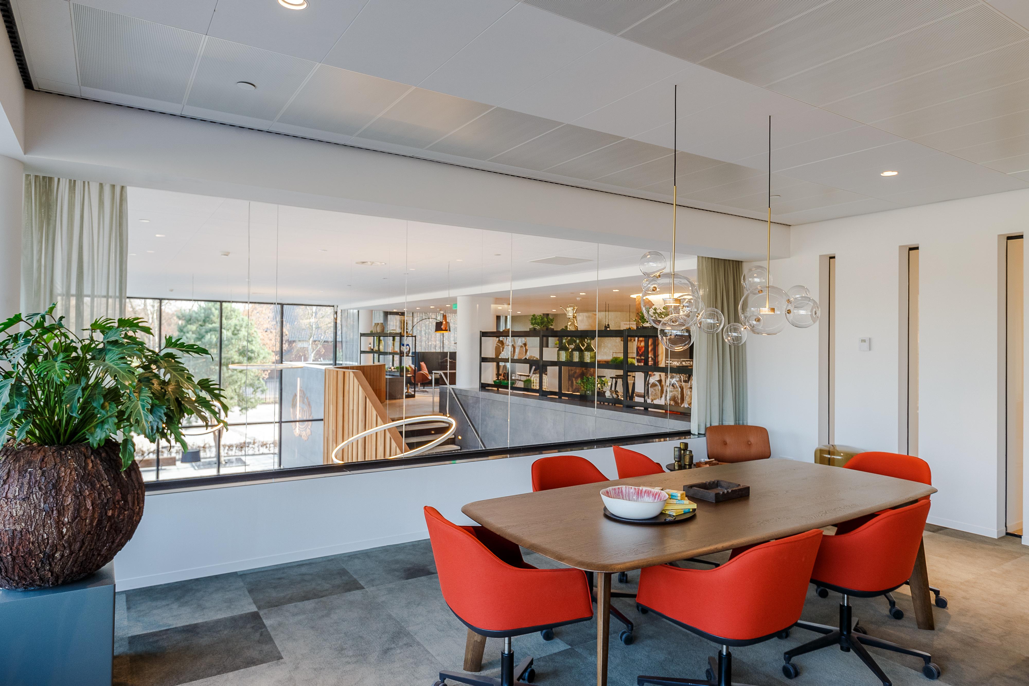 <p>kantoor met zicht op centrale hal, foto Tycho's Eye Photography</p>
