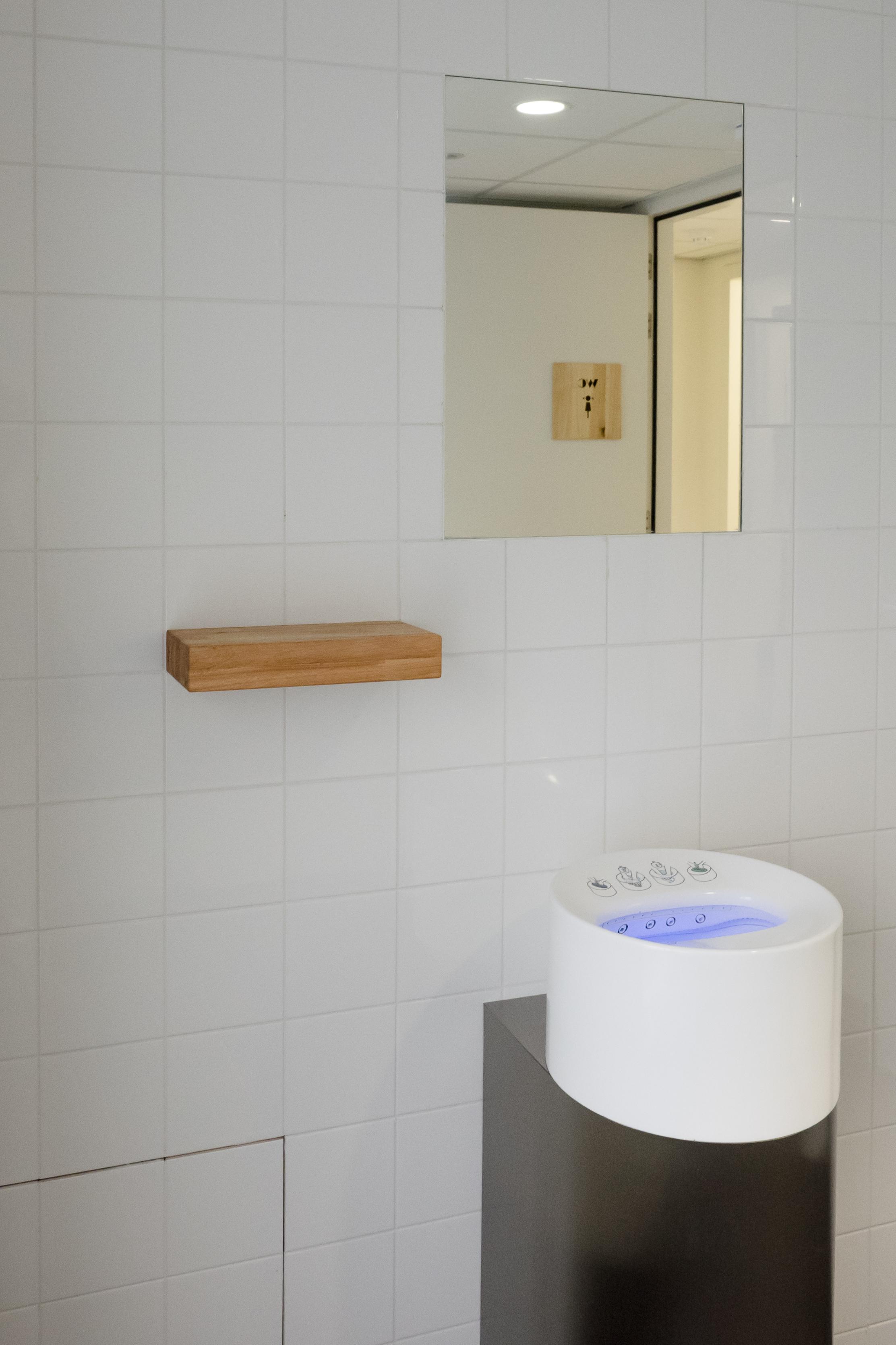<p>sanitair en hydro wasser – foto Blossom Architecture</p>