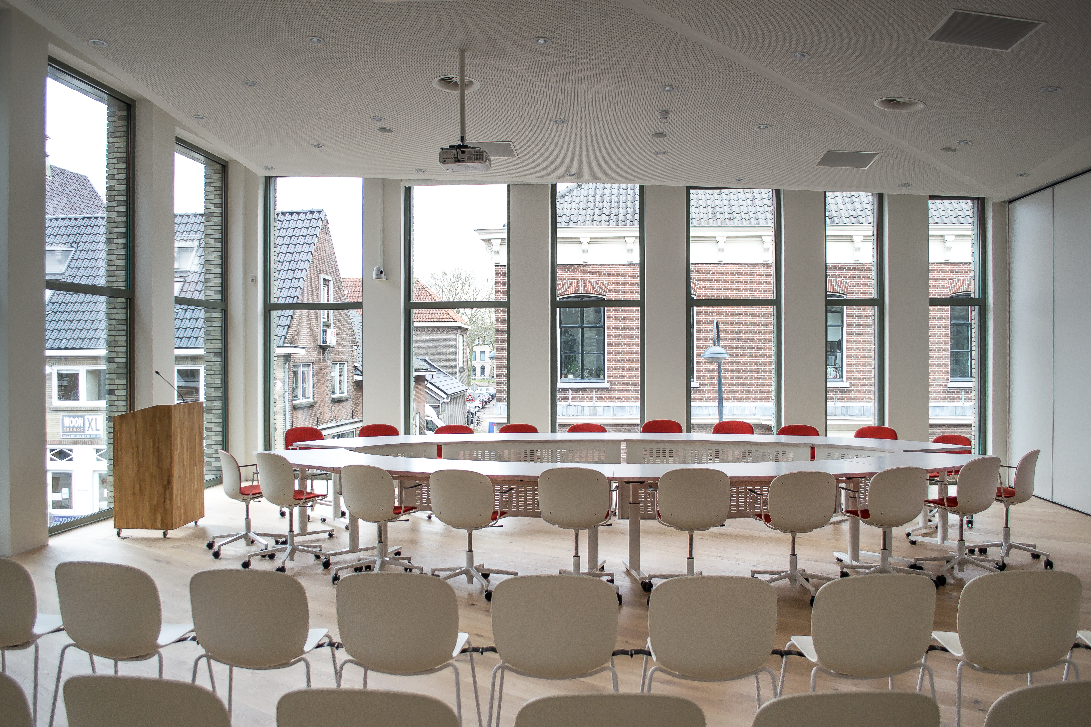 <p>Raadszaal – foto Blossom Architecture</p>