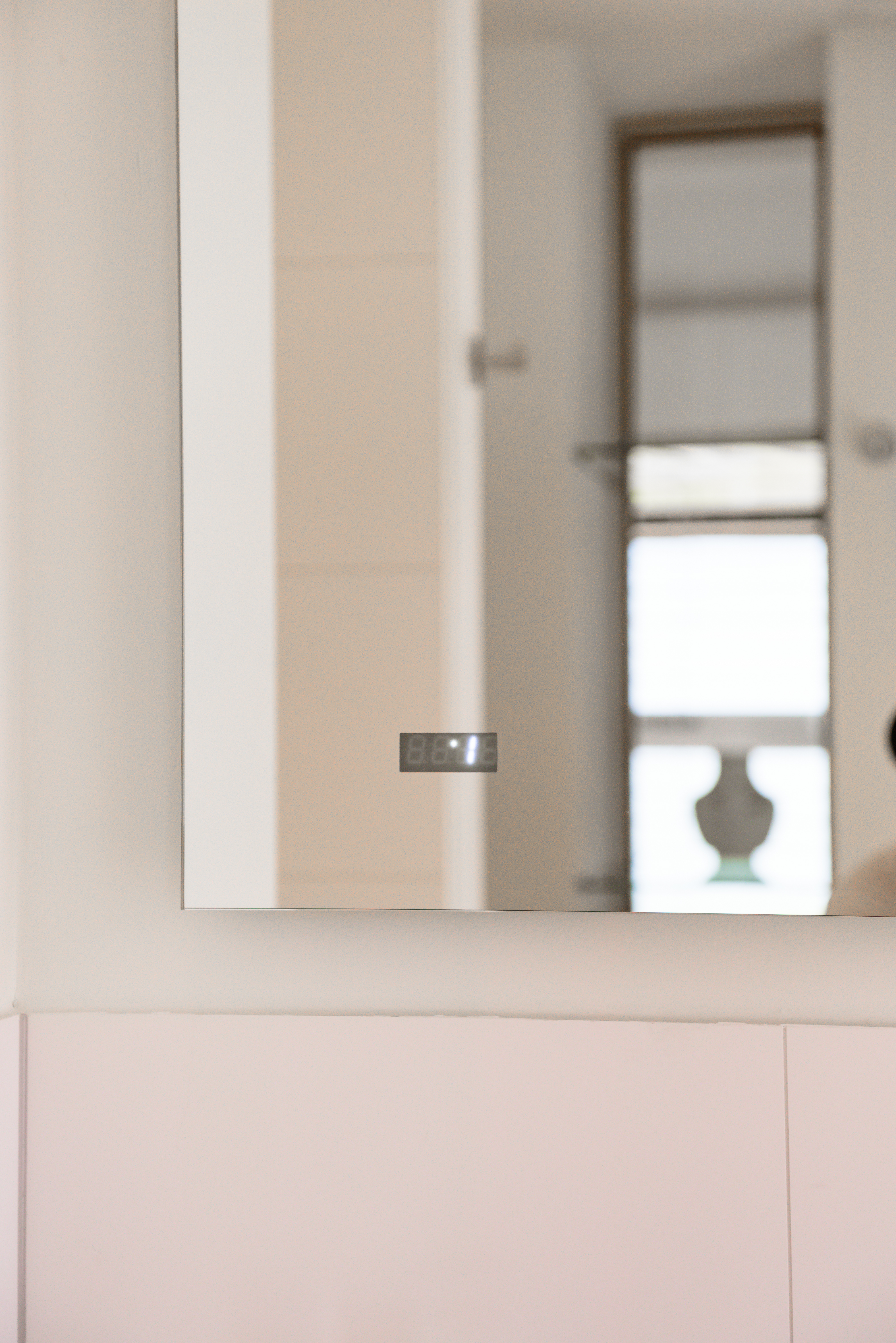 <p>Doorkijk in spiegel</p>