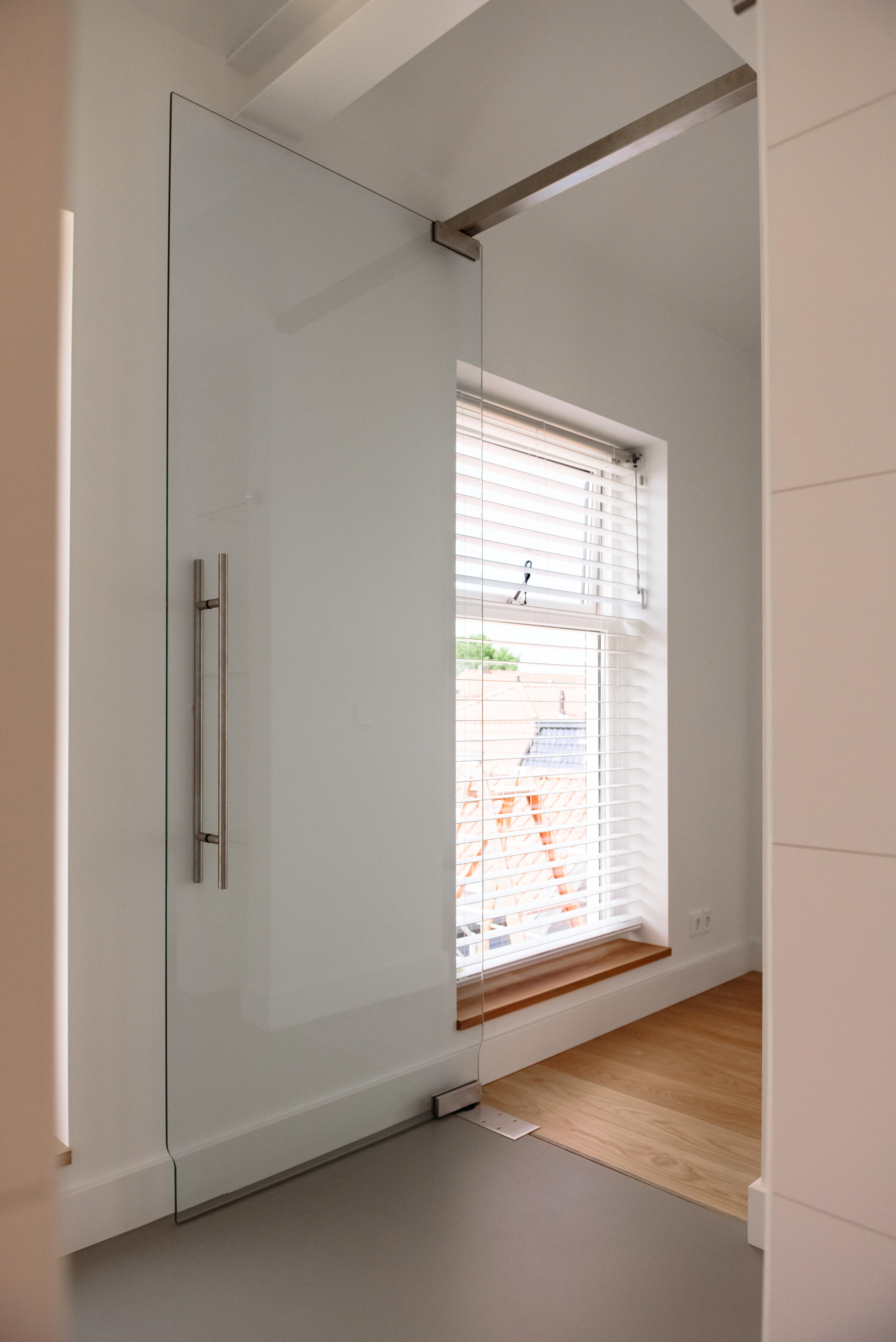 <p>Taatsdeur badkamer, visueel verbinden van ruimtes</p>