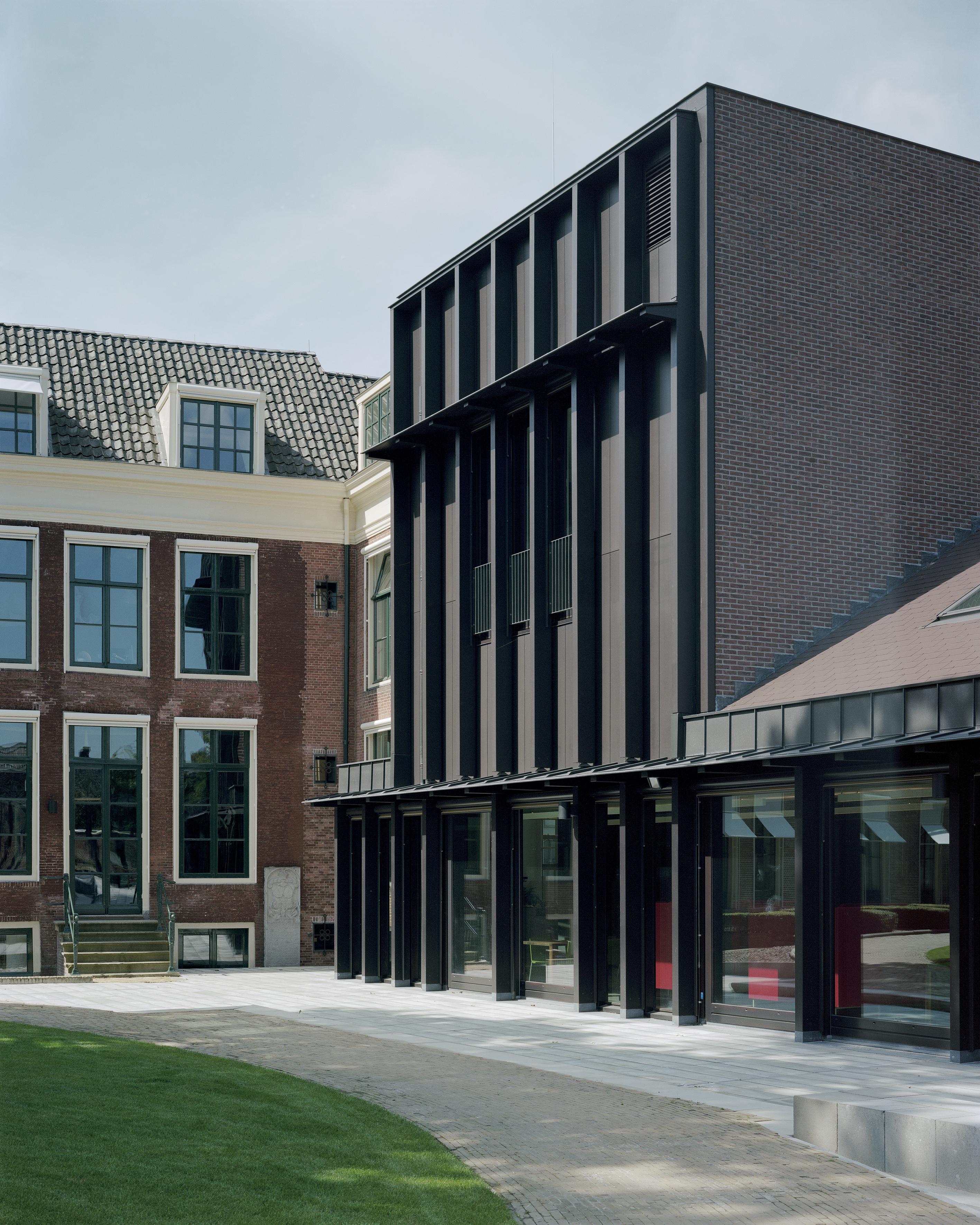 <p>Fryske Akademy, aansluiting Coulonhûs en nieuwbouw, Foto Kim Zwarts</p>