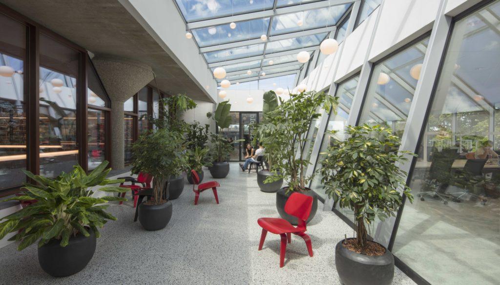 Woonkamer Met Bibliotheek : Arc17 interieur: asian library u2013 nieuw paviljoen op het dak van de