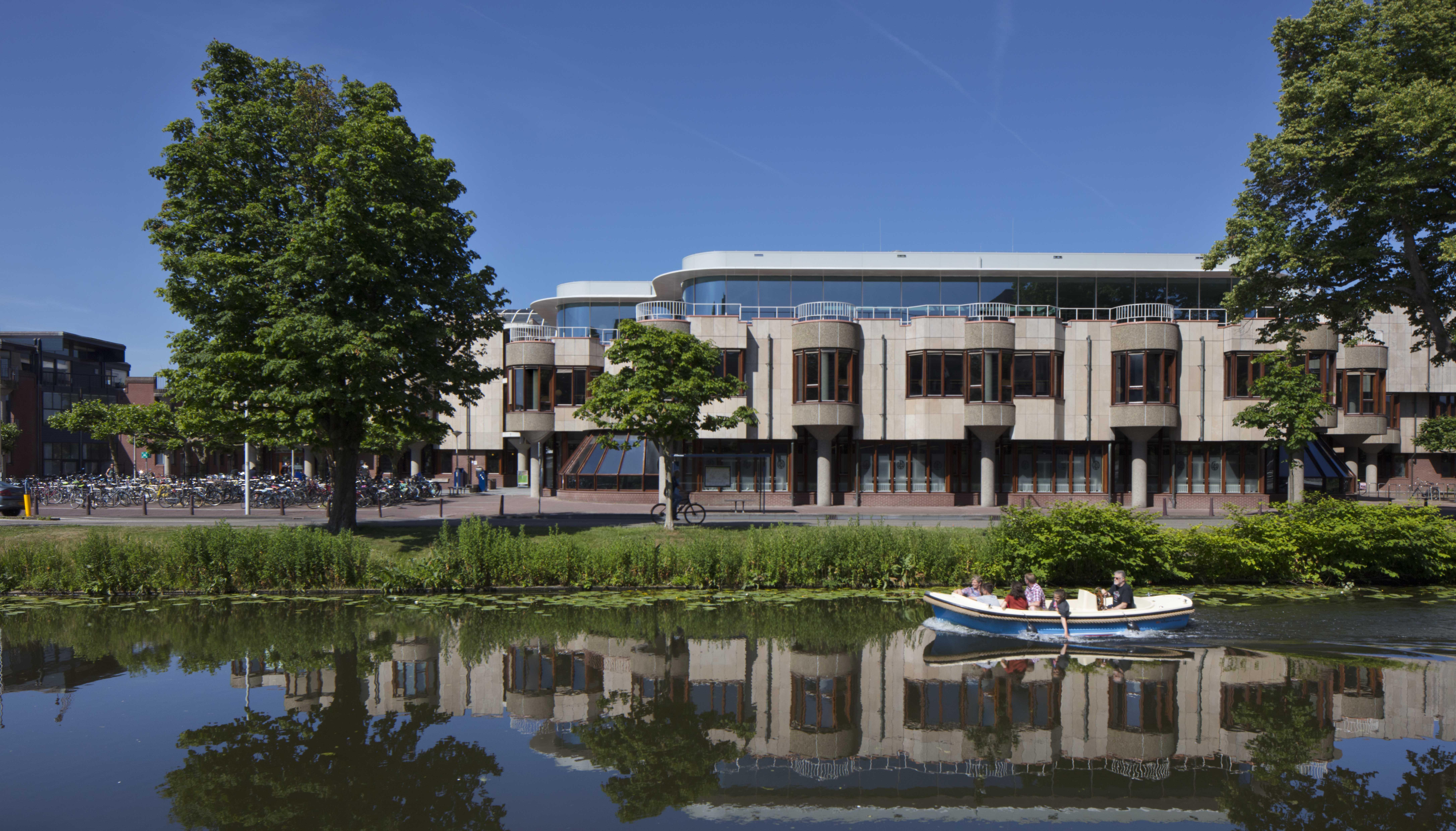 <p>Exterieur beeld Asian Library universiteitsbibliotheek Leiden. foto: Jeroen Musch</p>