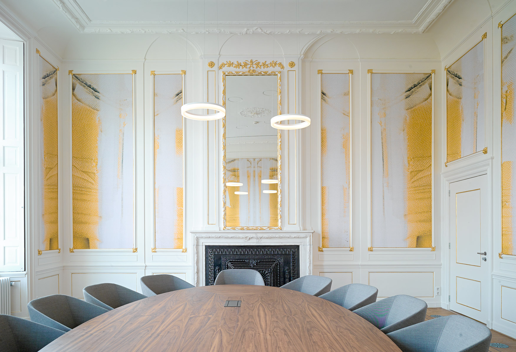 <p>Grote stijlkamer met spiegel/ foto Maarten Noordijk</p>