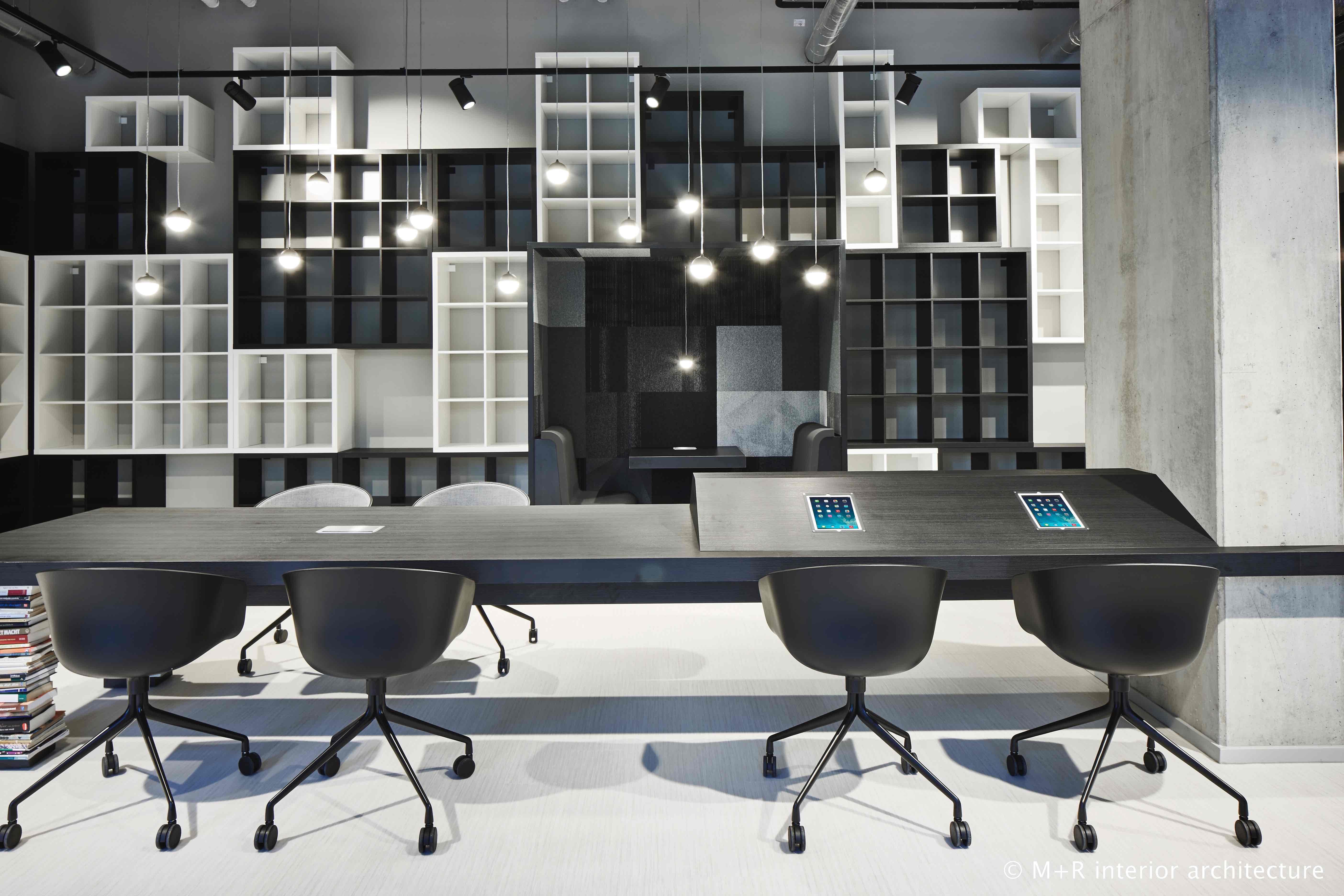 <p>My Bookstore, My Flexspace black &amp; white</p>