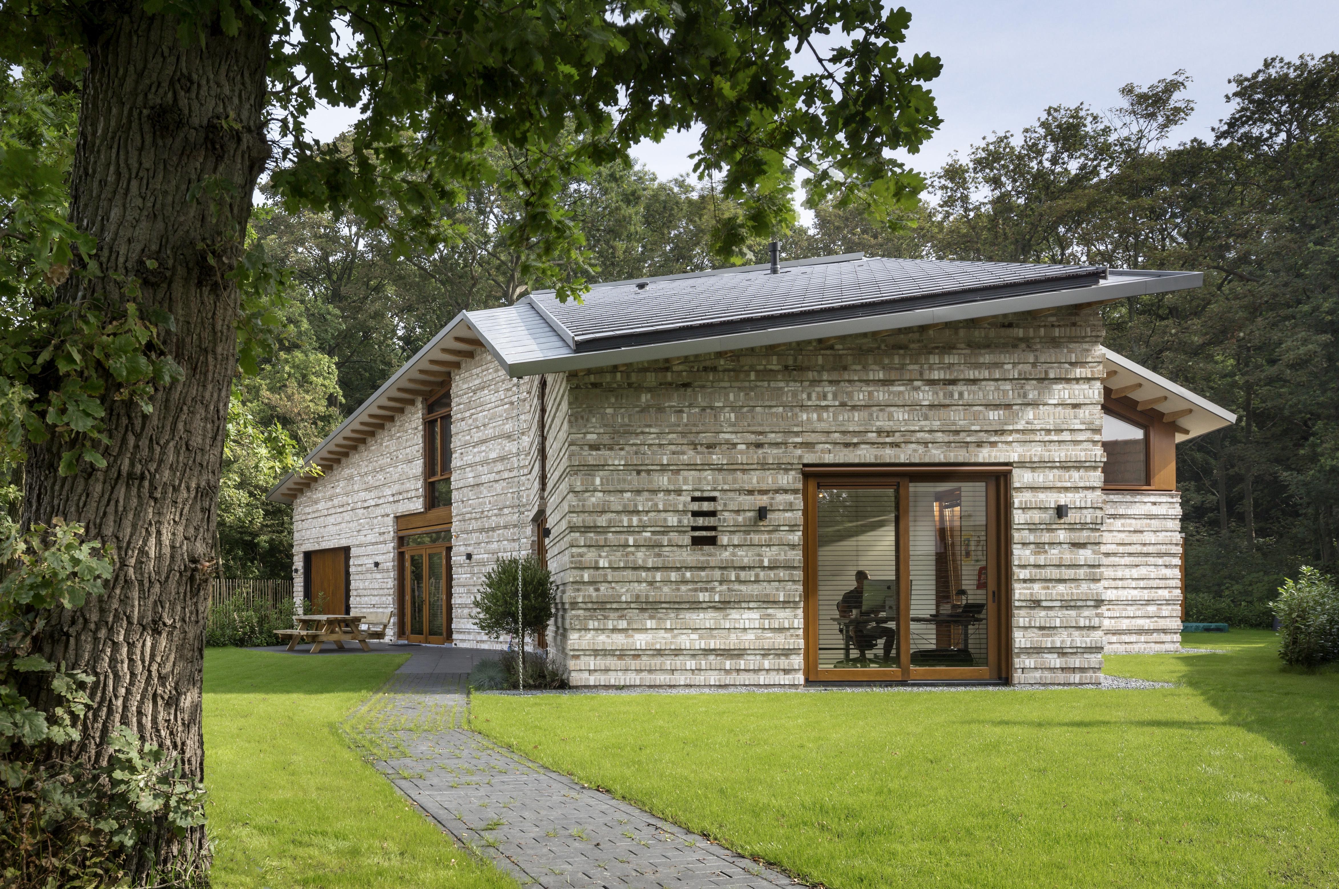 <p>Moke Architecten Gianni Cito Woonhuis Bochem zuidaanzicht HR</p>