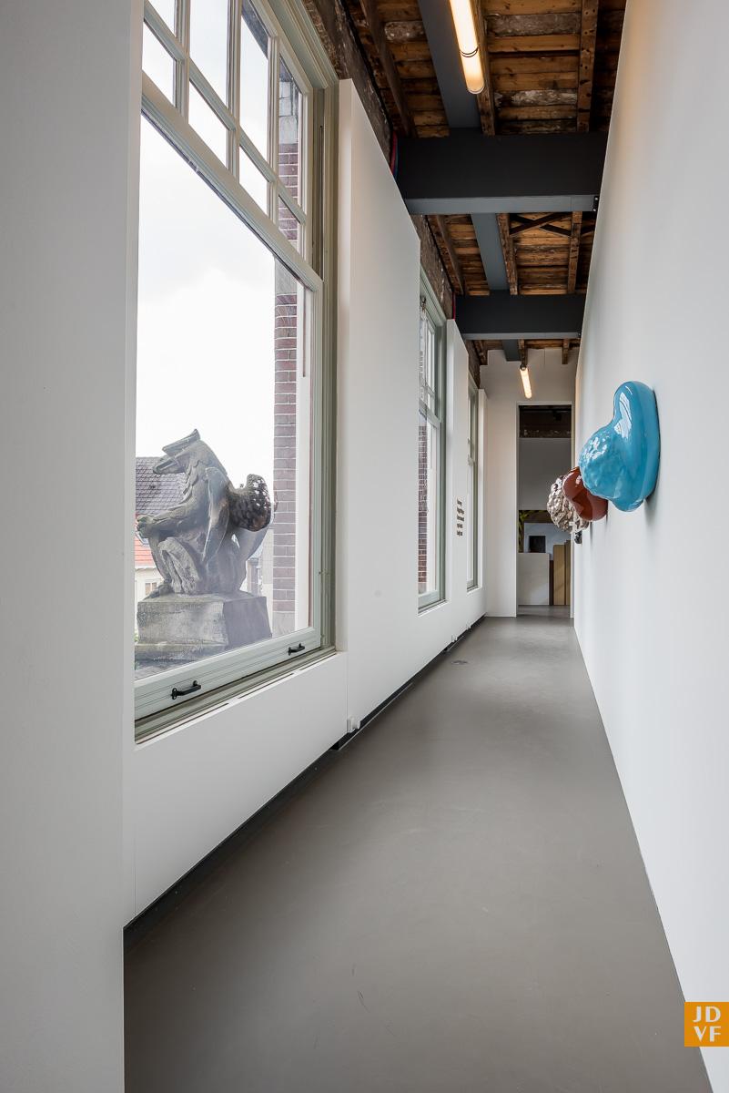 <p>Tentoonstellingsruimte. Foto: Jan de Vries Fotograaf</p>