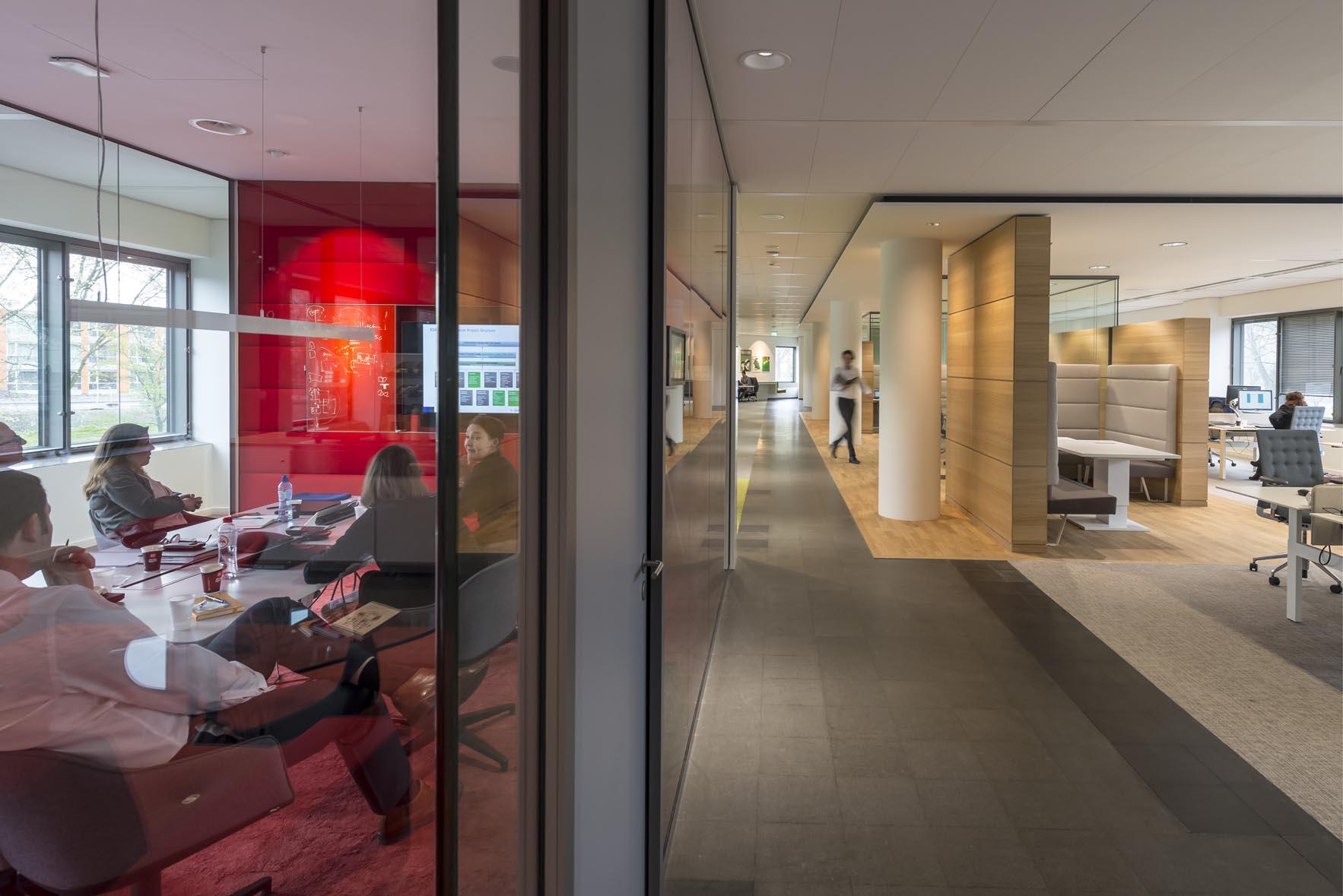 <p>Kantoorverdieping met paviljoen Randstad</p>