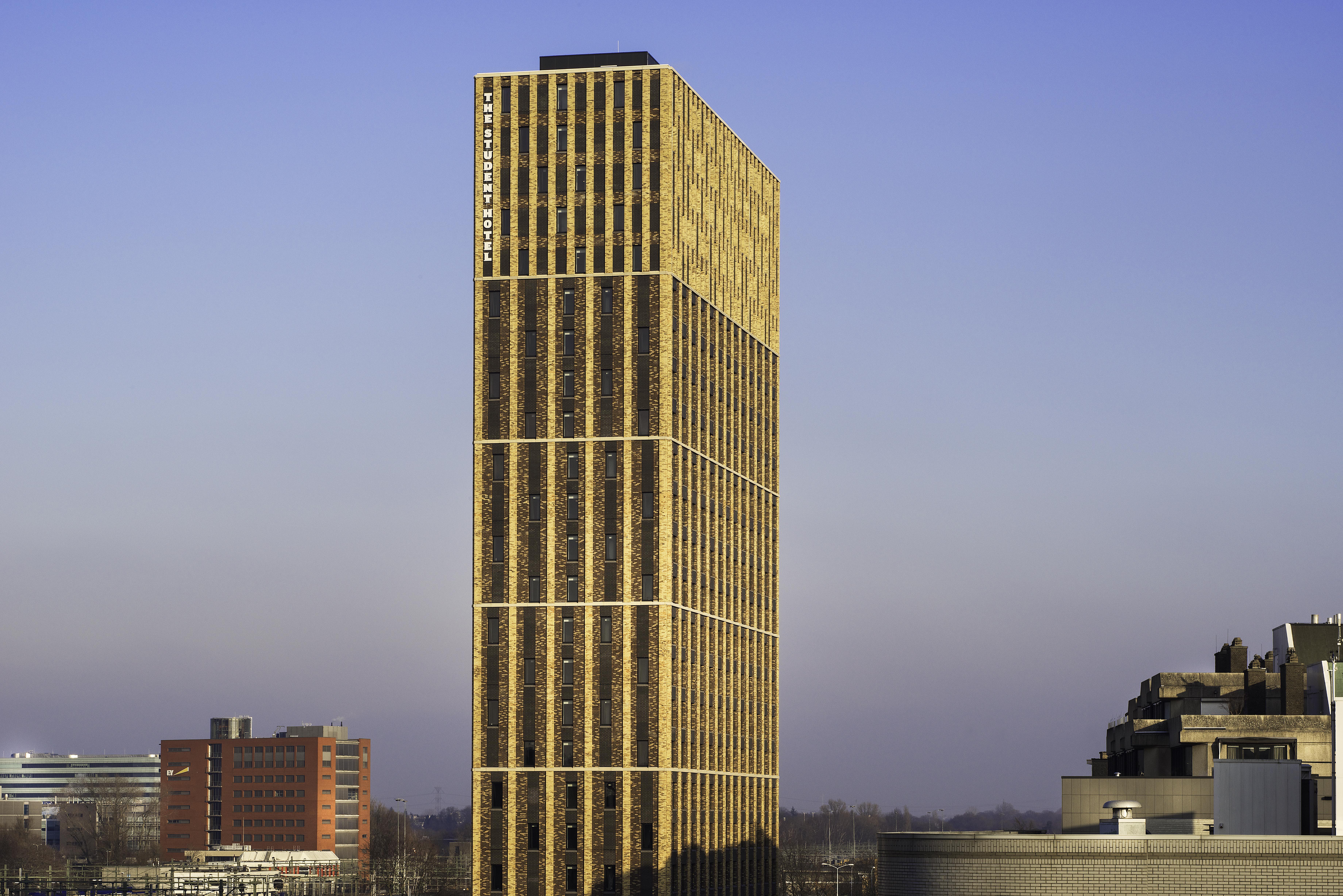 Arc17 architectuur the student hotel eindhoven oz i s m architekten cie de architect - Buro 13 architekten ...