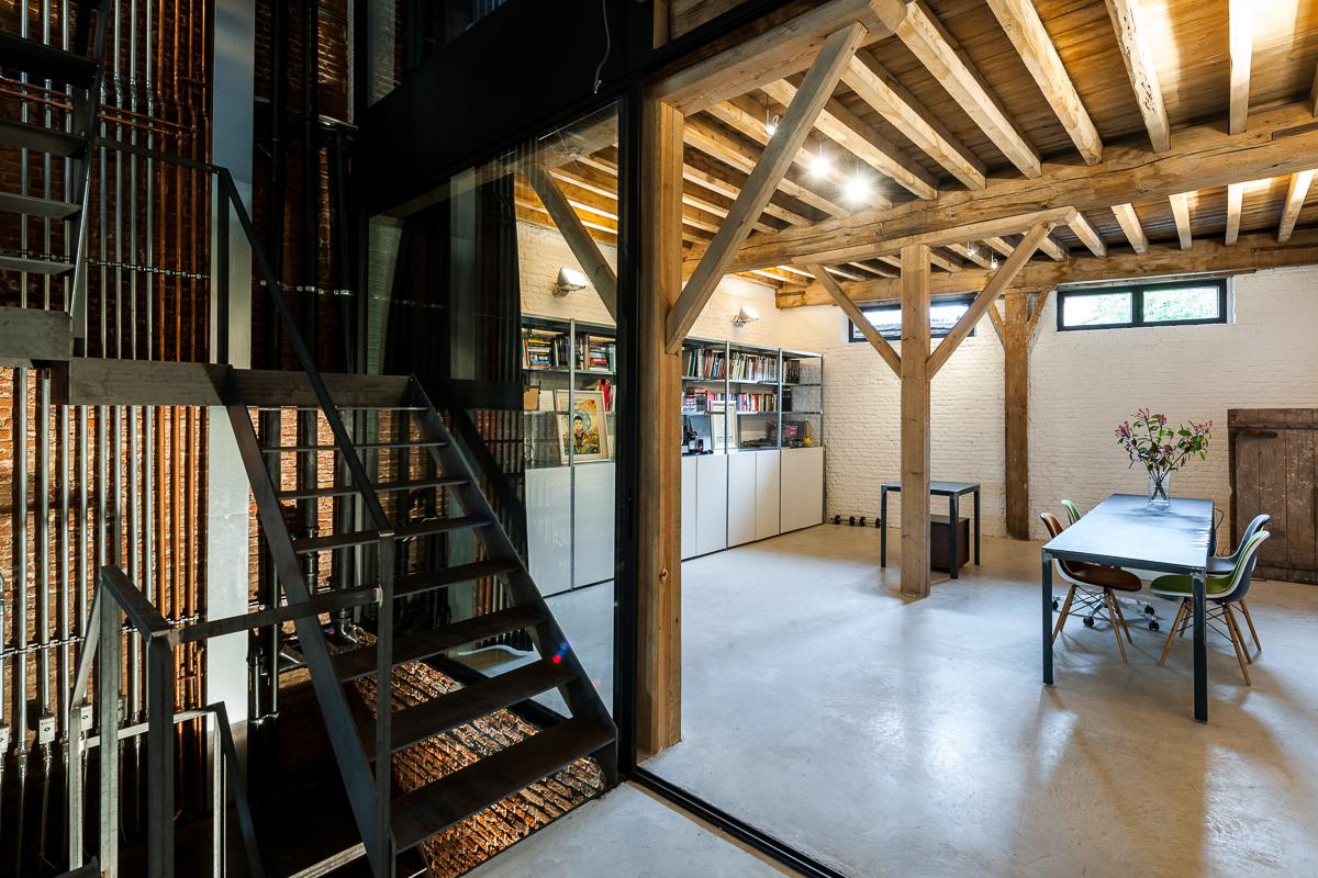 <p>kantoor met trap en ledingen tracé</p>