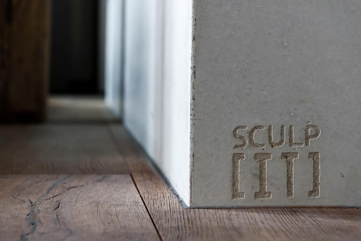 <p>detail wit betonnen bad</p>