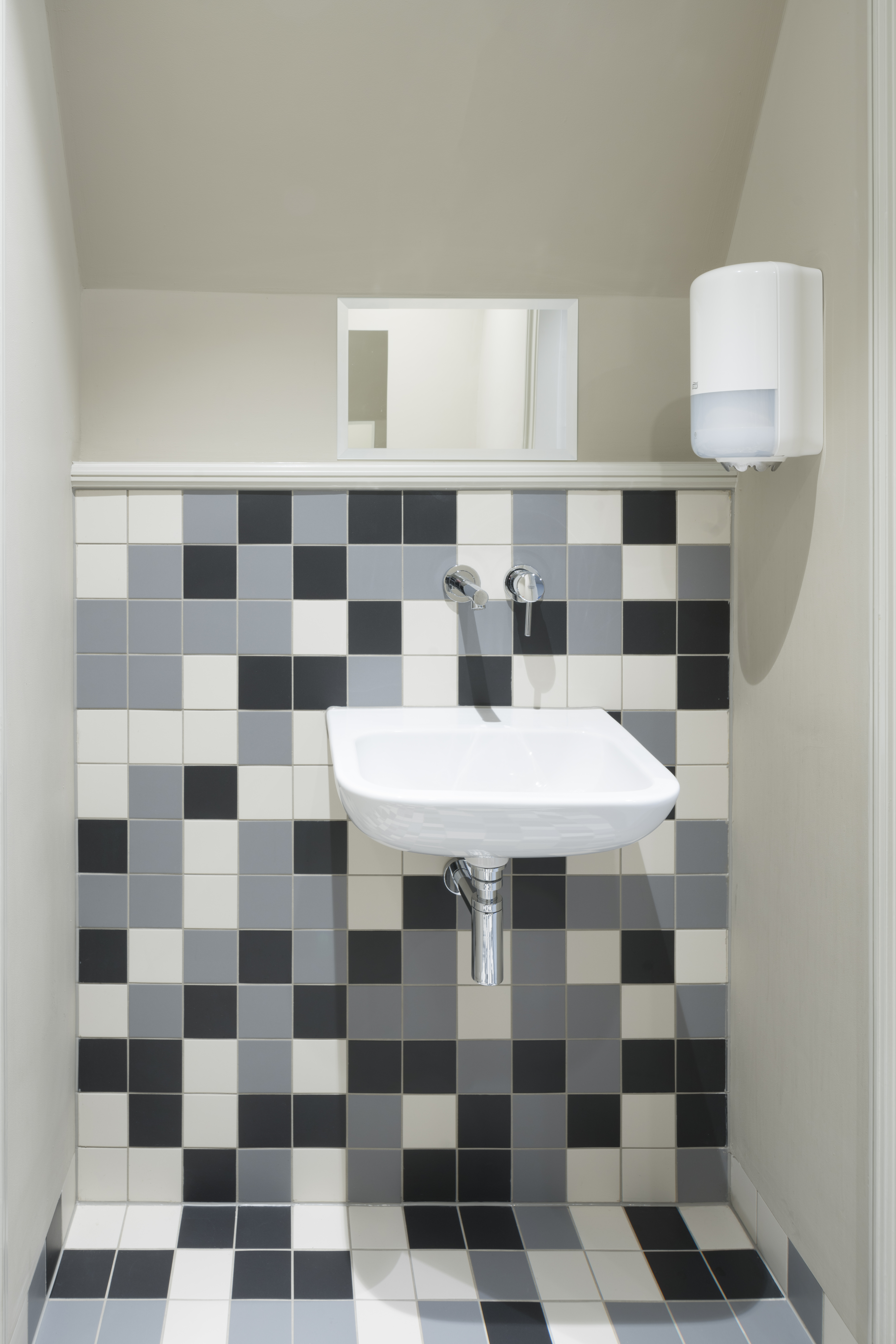 <p>Verdieping: betegeling toiletgroep   foto: Ronald Tilleman</p>
