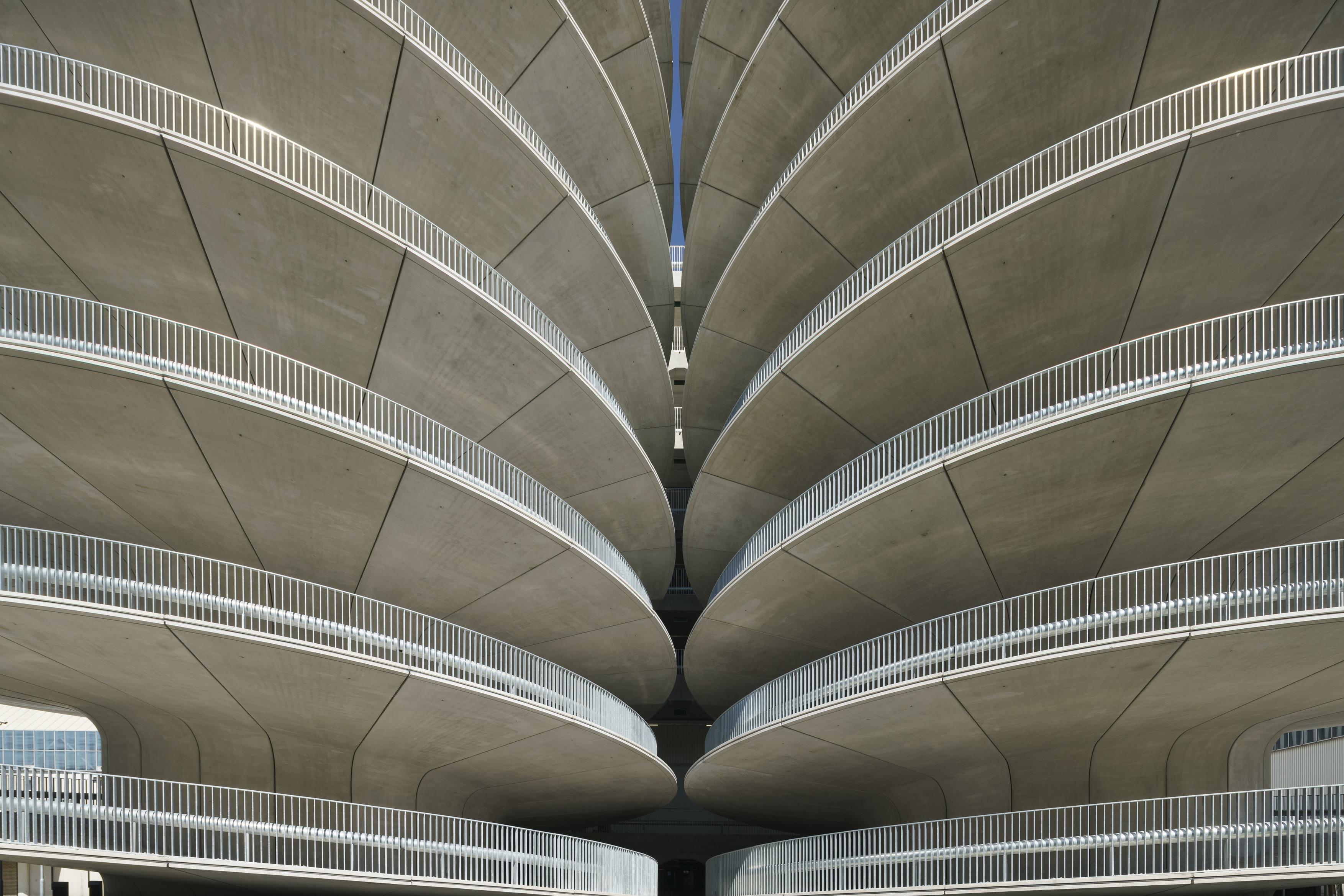 <p> De parkeergarage van de RAi in Amsterdam, een ontwerp van Benthem Crouwel Amsterdam is een van de genomineerden van de Betonprijs 2017/Utiliteitsbouw. Foto: Jannes Linders</p>