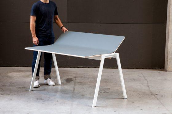 Aanstormend-designtalent-Tobias-Brunner-naast-een-van-zijn-bureaus-die-ook-te-zien-zijn-bij-Forbo-Flooring-op-de-DDW