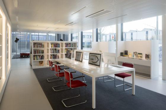 Bibliotheek met werkplekken, waar meer dan 9000 digitaliseerde films, foto's, stills en posters uit de collectie zijn te bekijken. Foto: Luuk Kramer