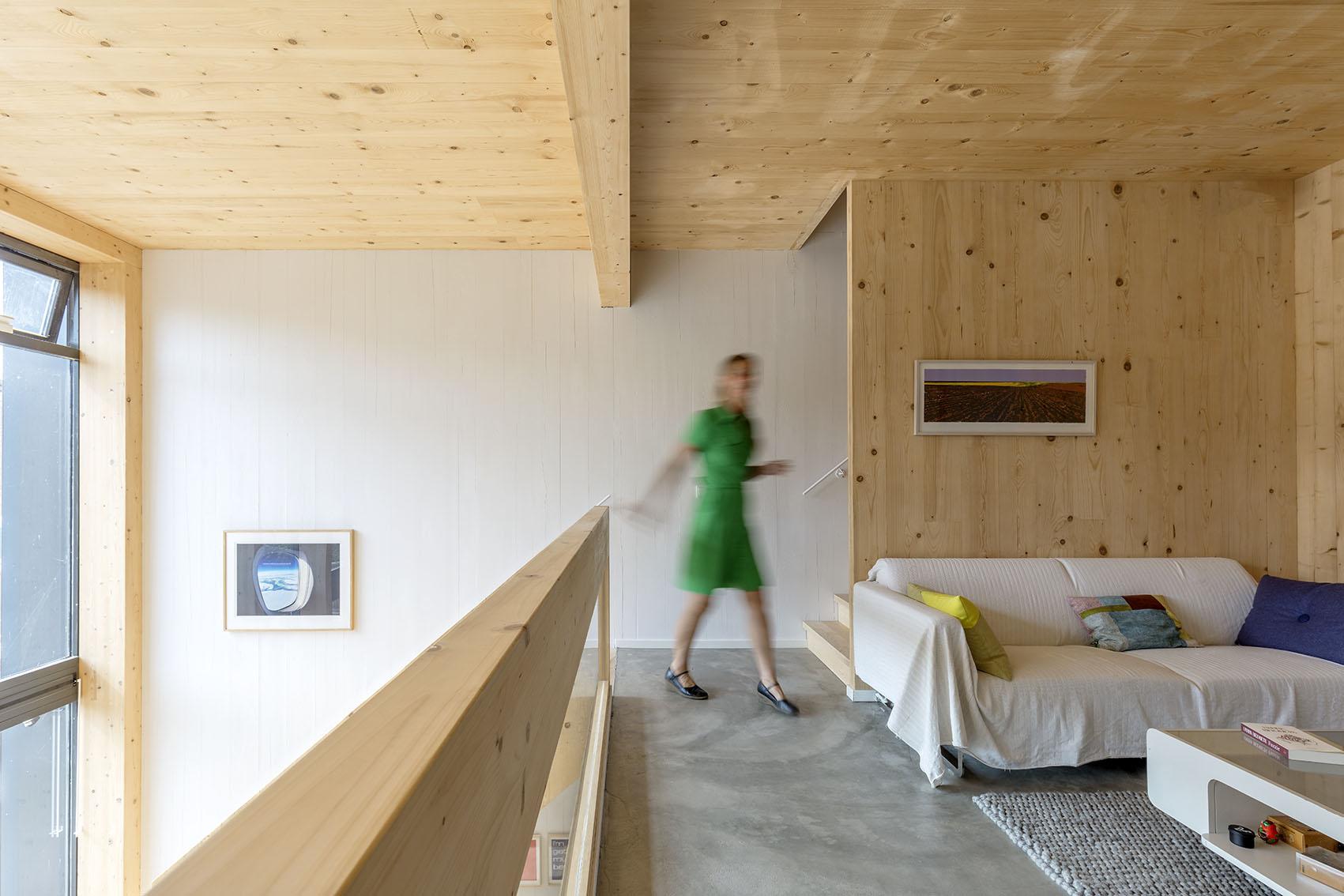 <p>Kavel 17 – woonkamer op 1e verdieping  met vide  foto: Marcel van der Burg</p>