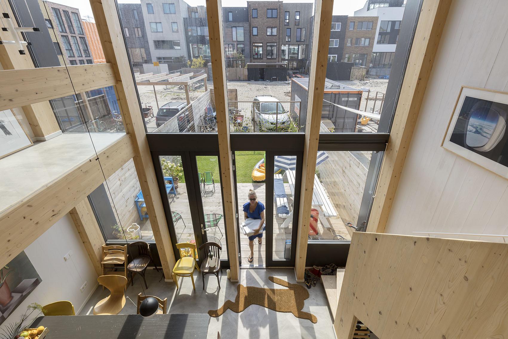 <p>Kavel 17 &#8211; zicht door vide naar woonkeuken en tuin  foto: Marcel van der Burg</p>