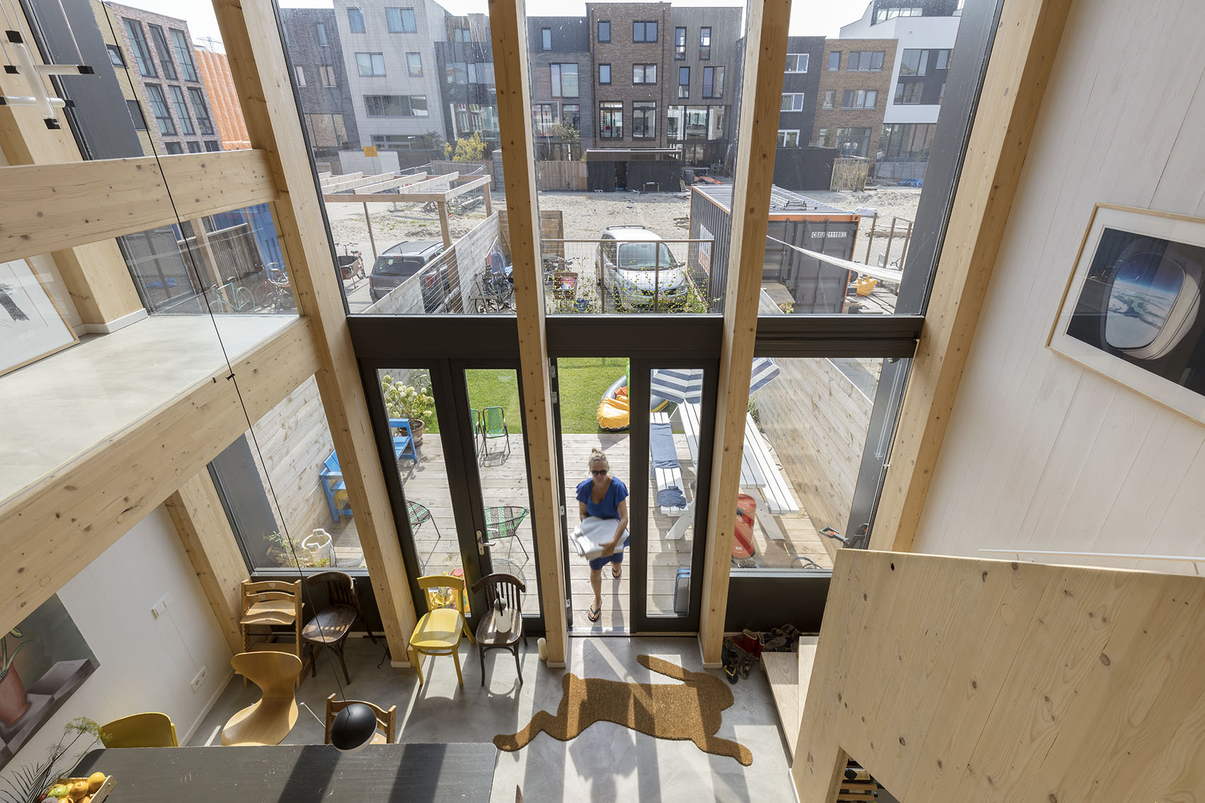 <p>Kavel 17 – zicht door vide naar woonkeuken en tuin  foto: Marcel van der Burg</p>