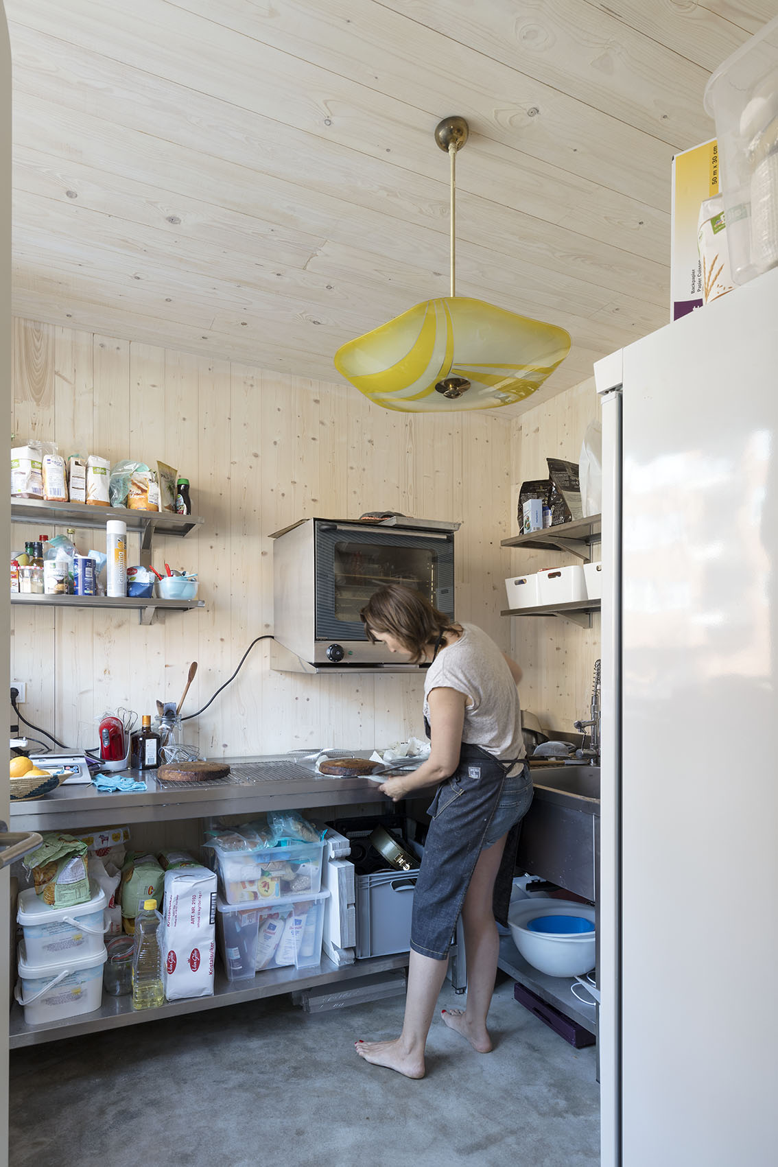 <p>Kavel 8 – taartenfabriek, werkruimte aan de straat  foto: Marcel van der Burg</p>
