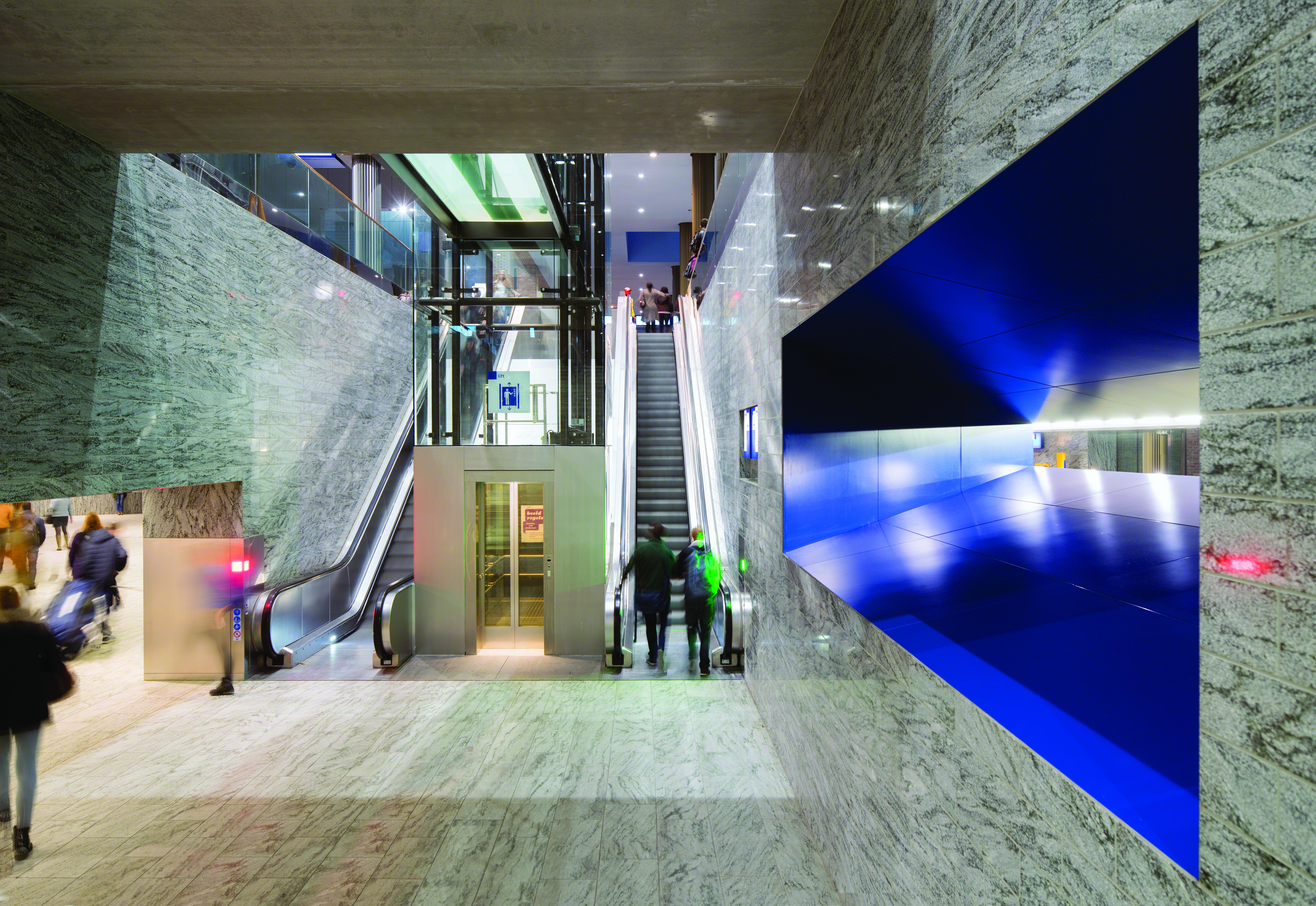 <p>Openbaar Vervoer Terminal Breda – Koen van Velsen architecten – fotografie René de Wit</p>