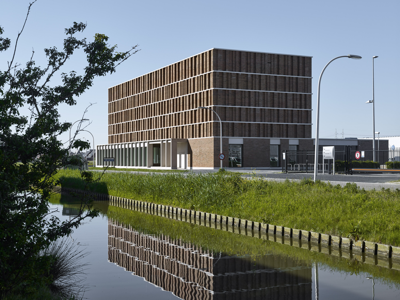 <p>Het nieuwe stadsarchief ligt op een bedrijvenpark (rechts), maar richt zich op de stad (niet zichtbaar op deze foto) Foto Stefan Müller</p>