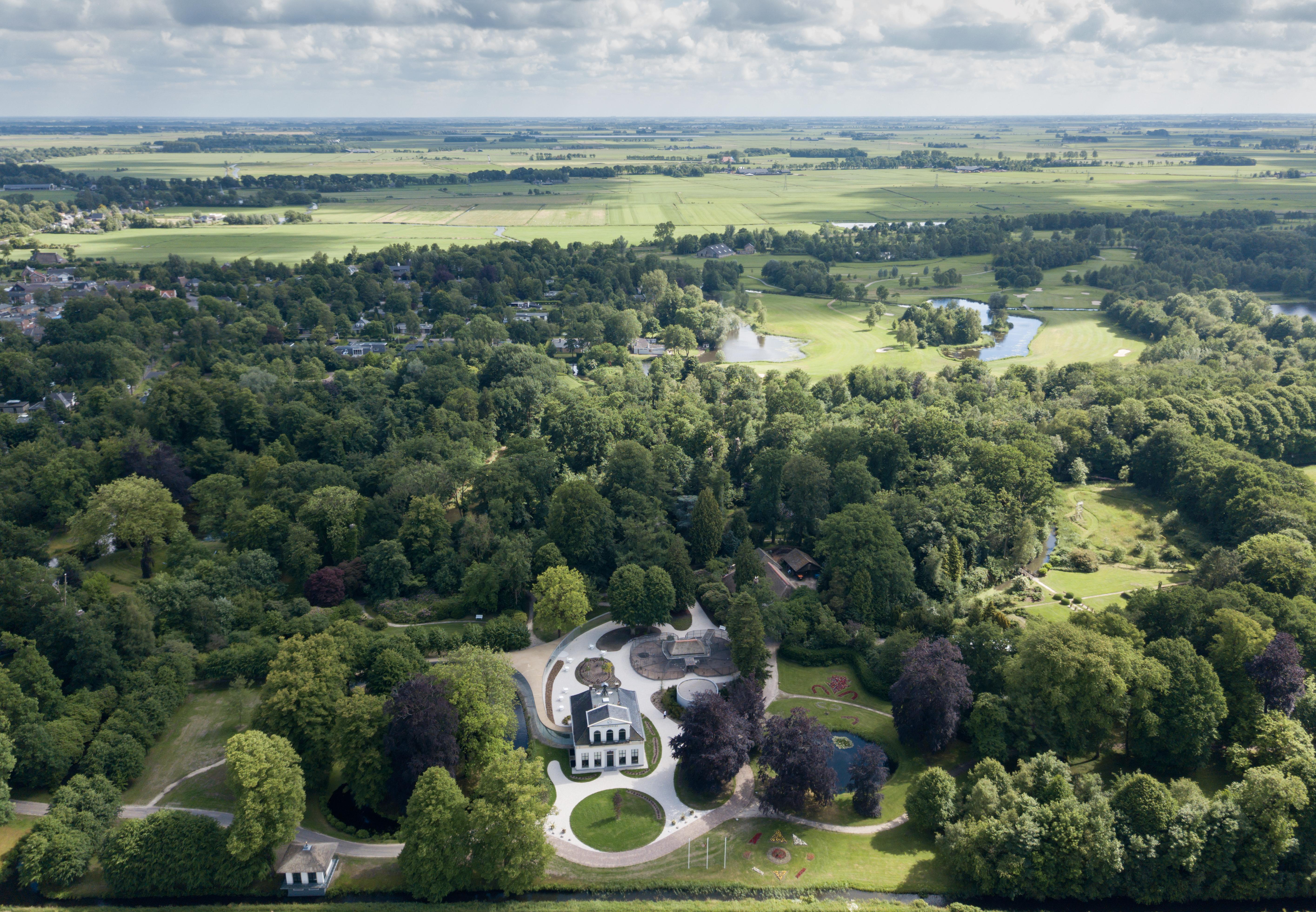 <p>Park Vijversburg is een monumentaal landgoed dat sinds 1892 geopend is voor publiek  (Foto © Iwan Baan)</p>