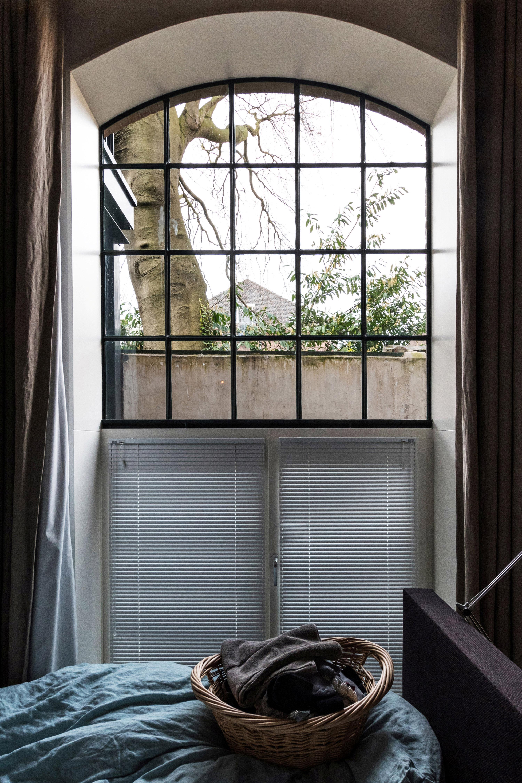 <p>slaapkamer grenzend aan fabrieksstraat, foto: GAAGA</p>