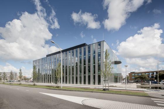 Gemeentehuis Westland door cepezed foto's Lucas van der Wee