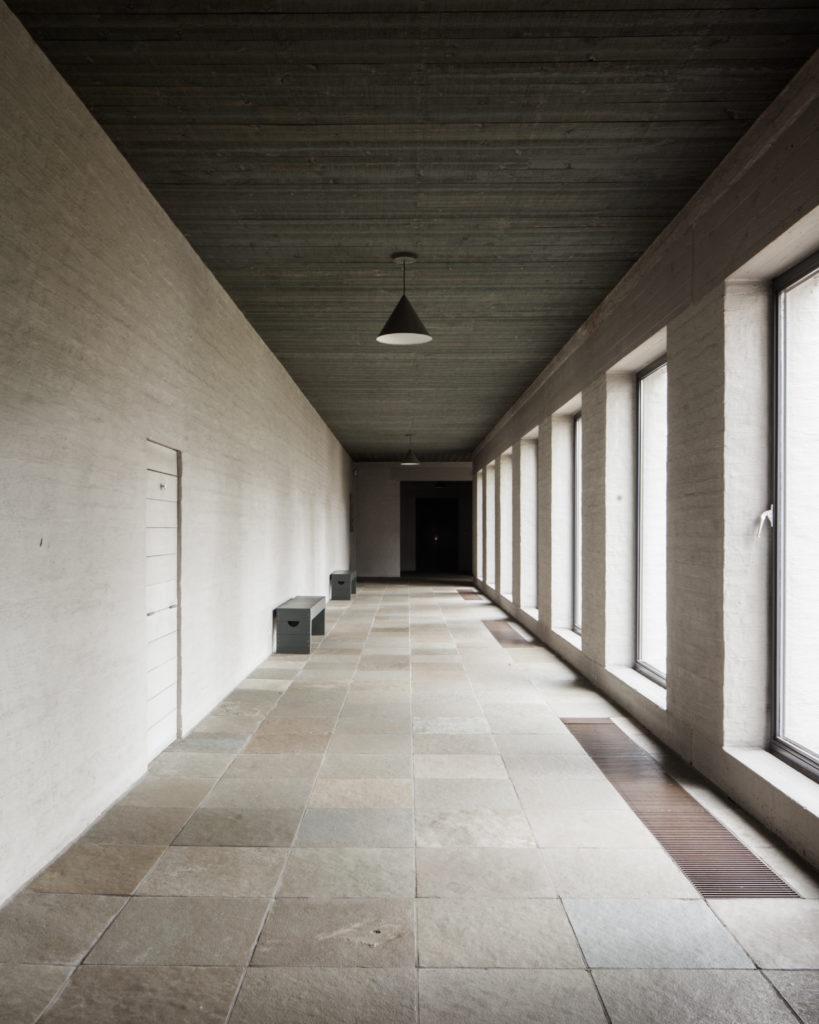 07-Dom-Hans-van-der-Laan-Abdij-Roosenberg-Waasmunster-1975-pandgang-©Jeroen-Verrecht