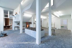 Achterhuis in Antwerpen – In het huis van galeriehoudster Veerle Wenes versmelten kunst en architectuur
