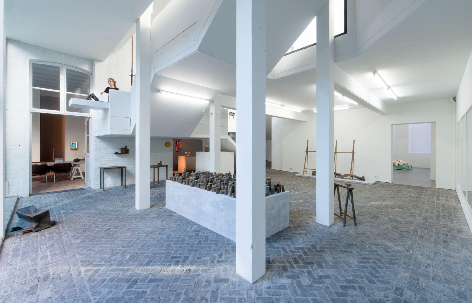 achterhuis in antwerpen in het huis van galeriehoudster veerle wenes versmelten kunst en architectuur de architect