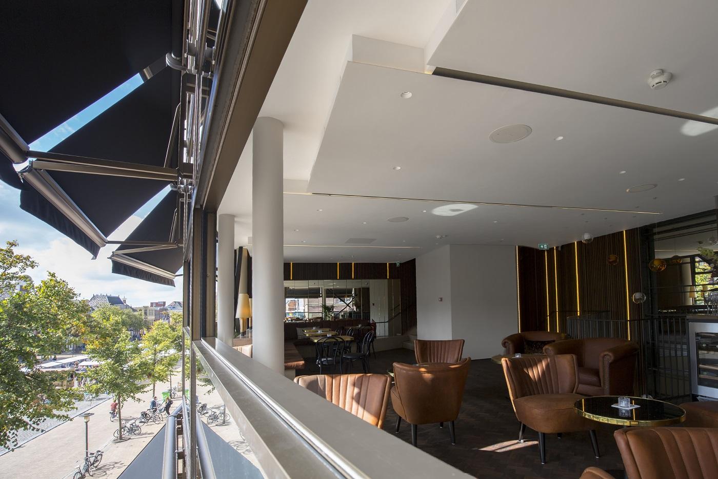 <p>MethermoXL verticaal schuivende ramen voor koffie- en wijnbar Cappuvino &#8211; Fotograaf Ard Bodewes</p>