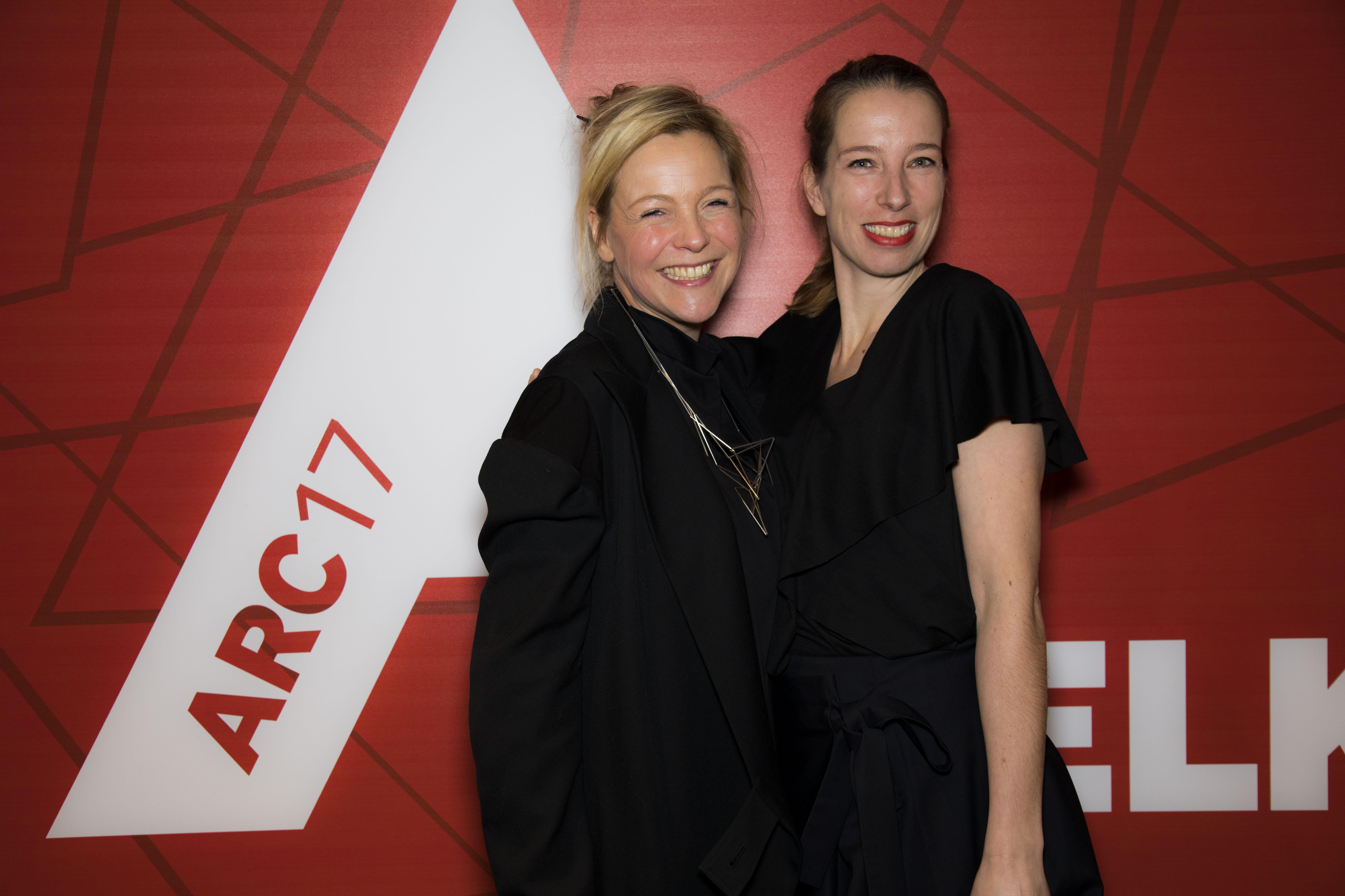<p>Marieke Kums (rechts) van STUDIO MAKS Foto: Elvins Fotografie</p>