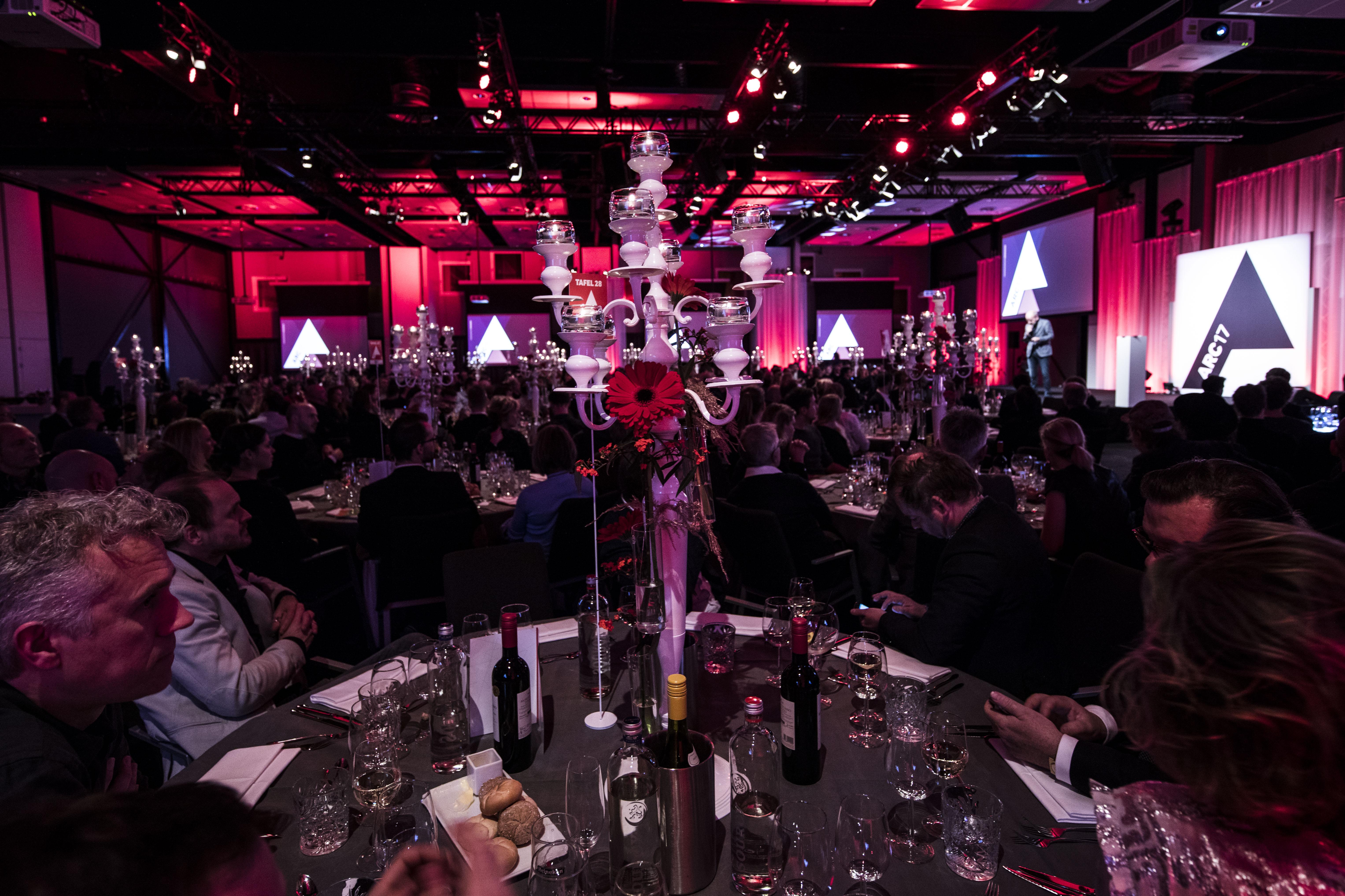 <p>Voor de uitreiking van de ARC17 Awards toog tout architectonisch Nederland donderdag 30 november naar de Kauwgomballenfabriek in Amsterdam. Foto Elvins Fotografie</p>