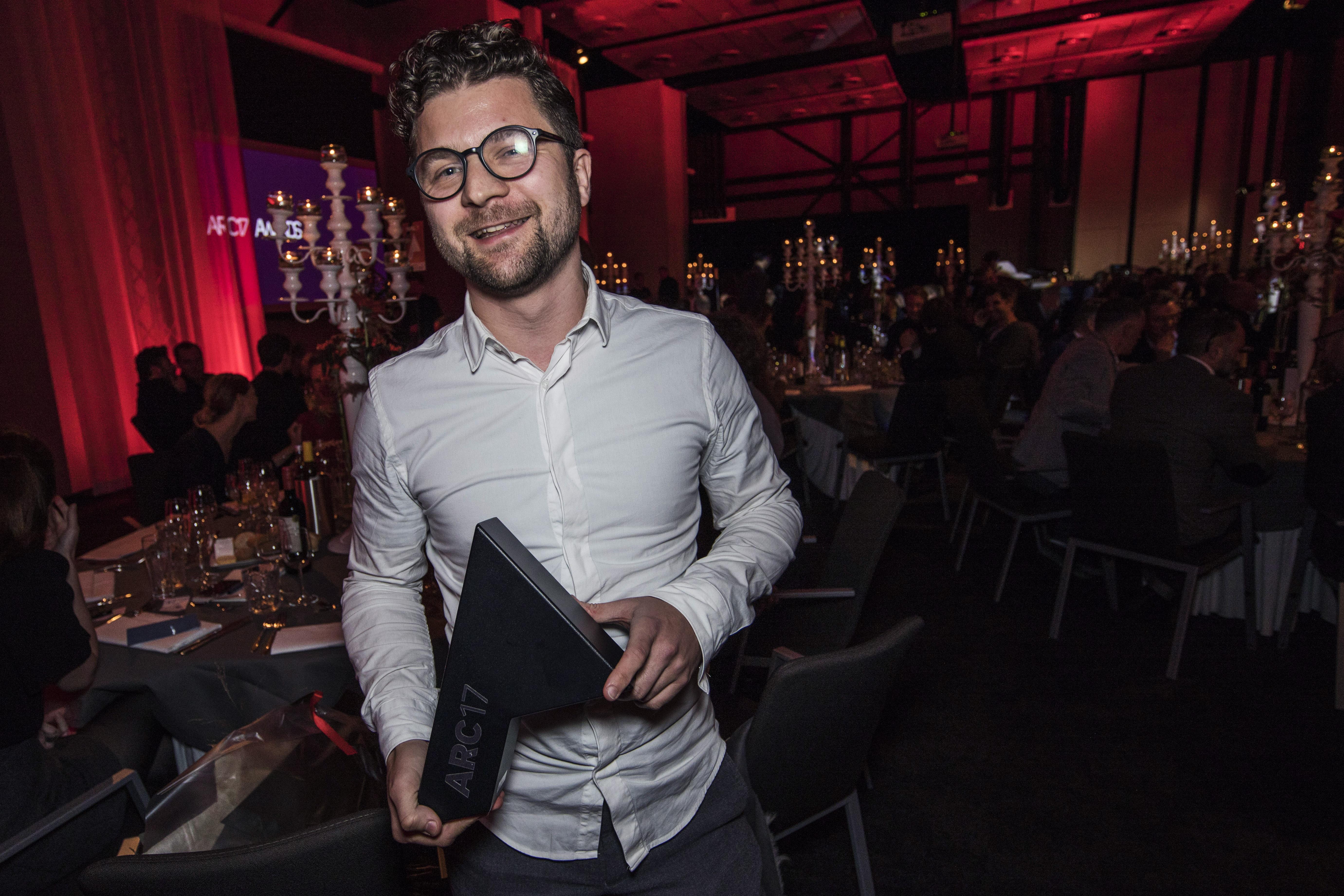 <p>Gert Kwekkeboom wint de ARC17 Jong Talent Award. Foto Elvins Fotografie</p>