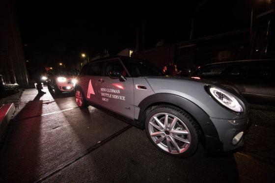 Mini verzorgde het vervoer tussen de locaties op de Kauwgomballenfabriek. Foto: Elvins Fotografie
