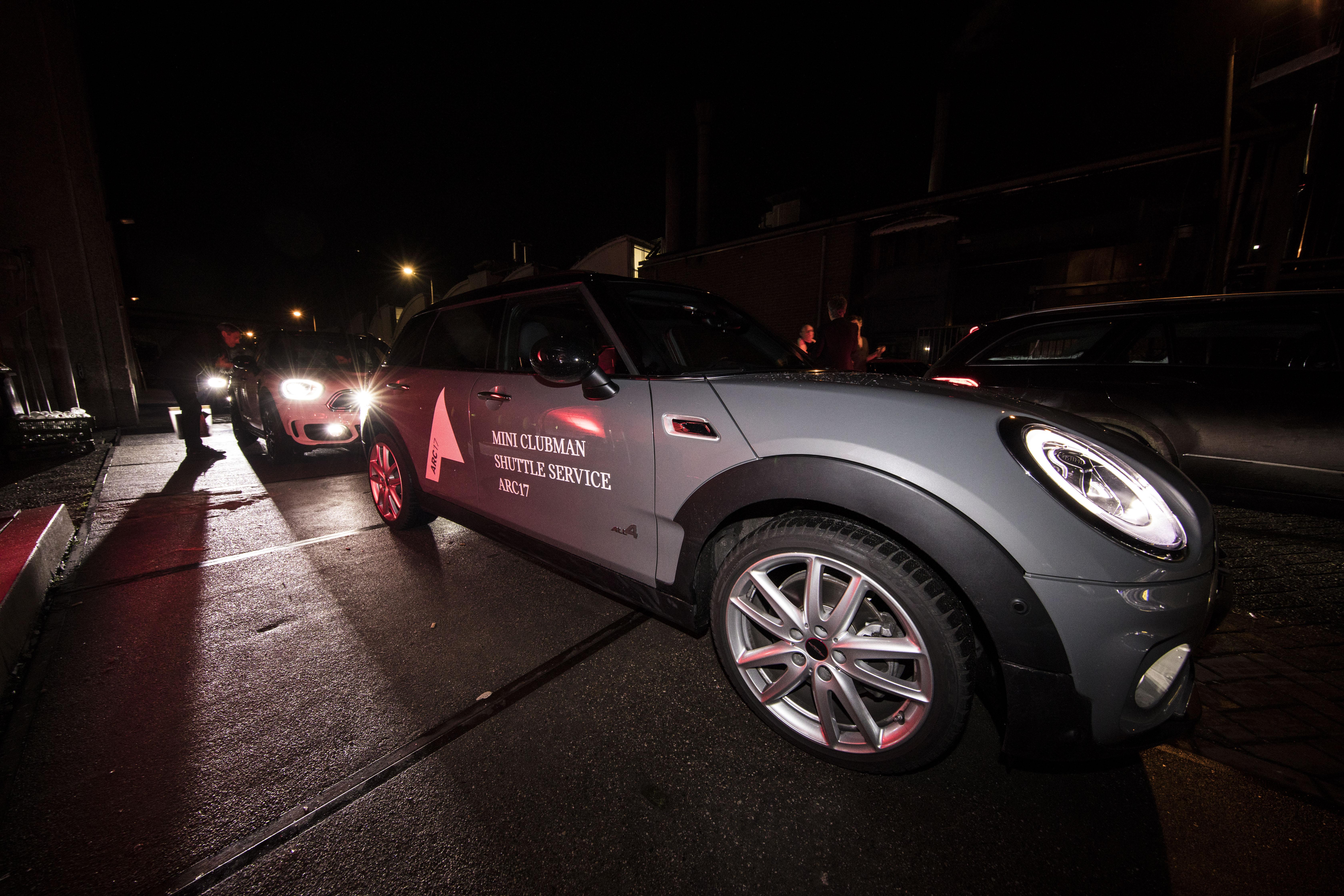 <p>Mini verzorgde het vervoer tussen de locaties op de Kauwgomballenfabriek. Foto: Elvins Fotografie</p>