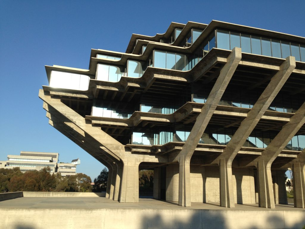 De Geisel Library van de University of California in San Diego, een ontwerp van William Pereira