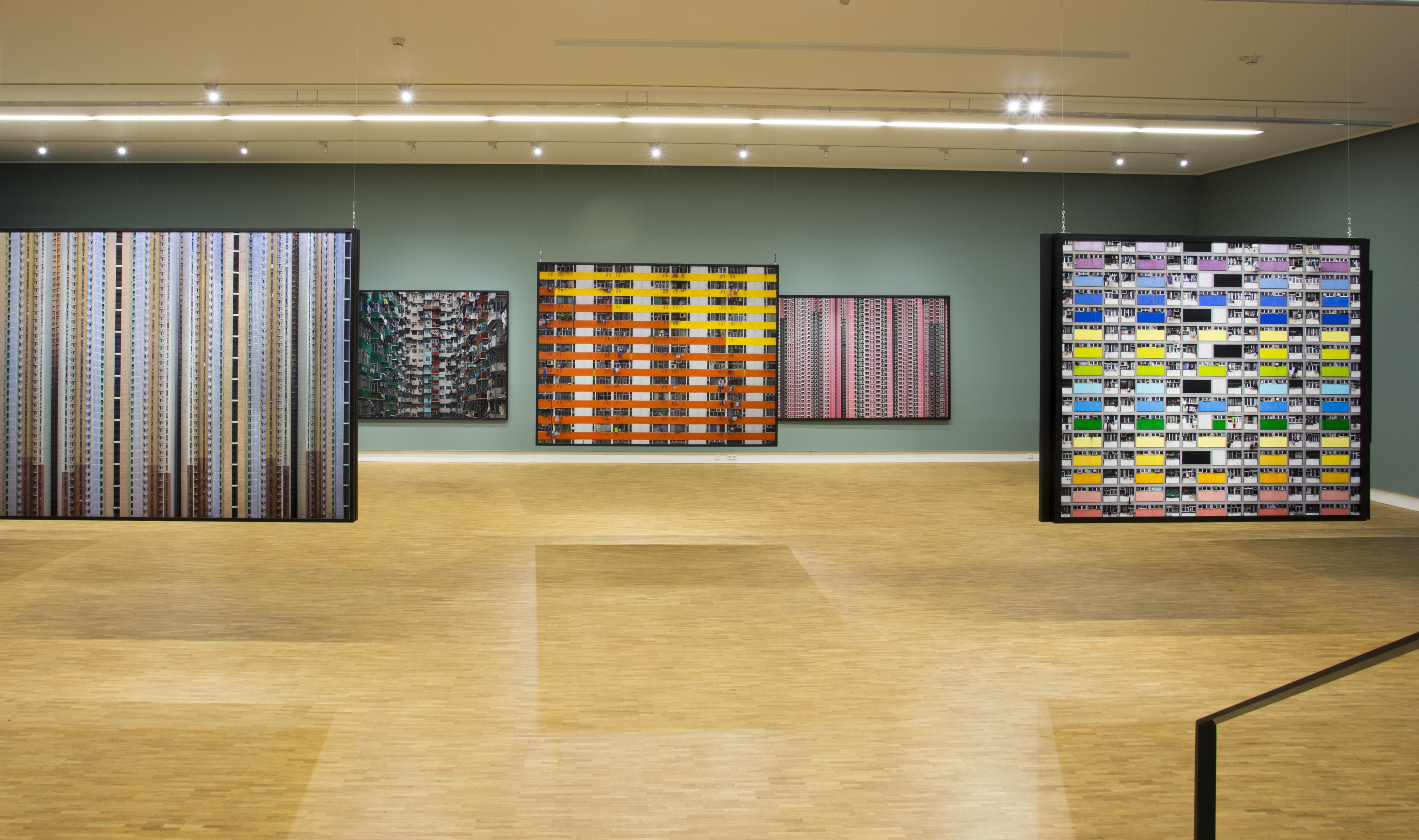 <p>Solotentoonstelling Michael Wolf in het Fotomuseum Den Haag</p>
