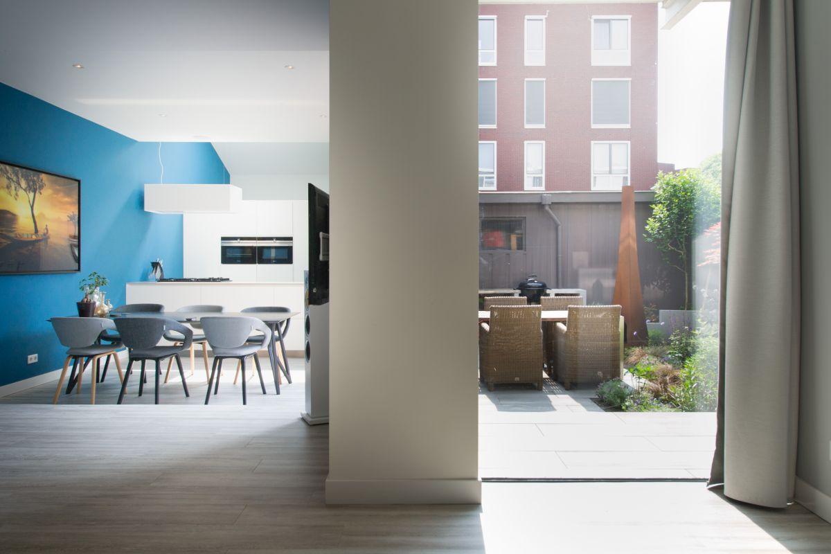 <p>De binnendeuren zijn door een smid gemaakt. We kozen de profielen zo dun mogelijk: rank, strak, industrieel en elegant.</p>